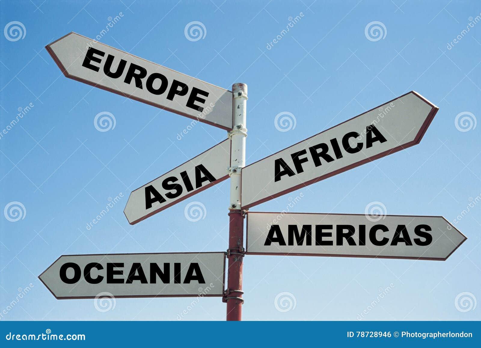5 kontinenter av världen på en teckenstolpe