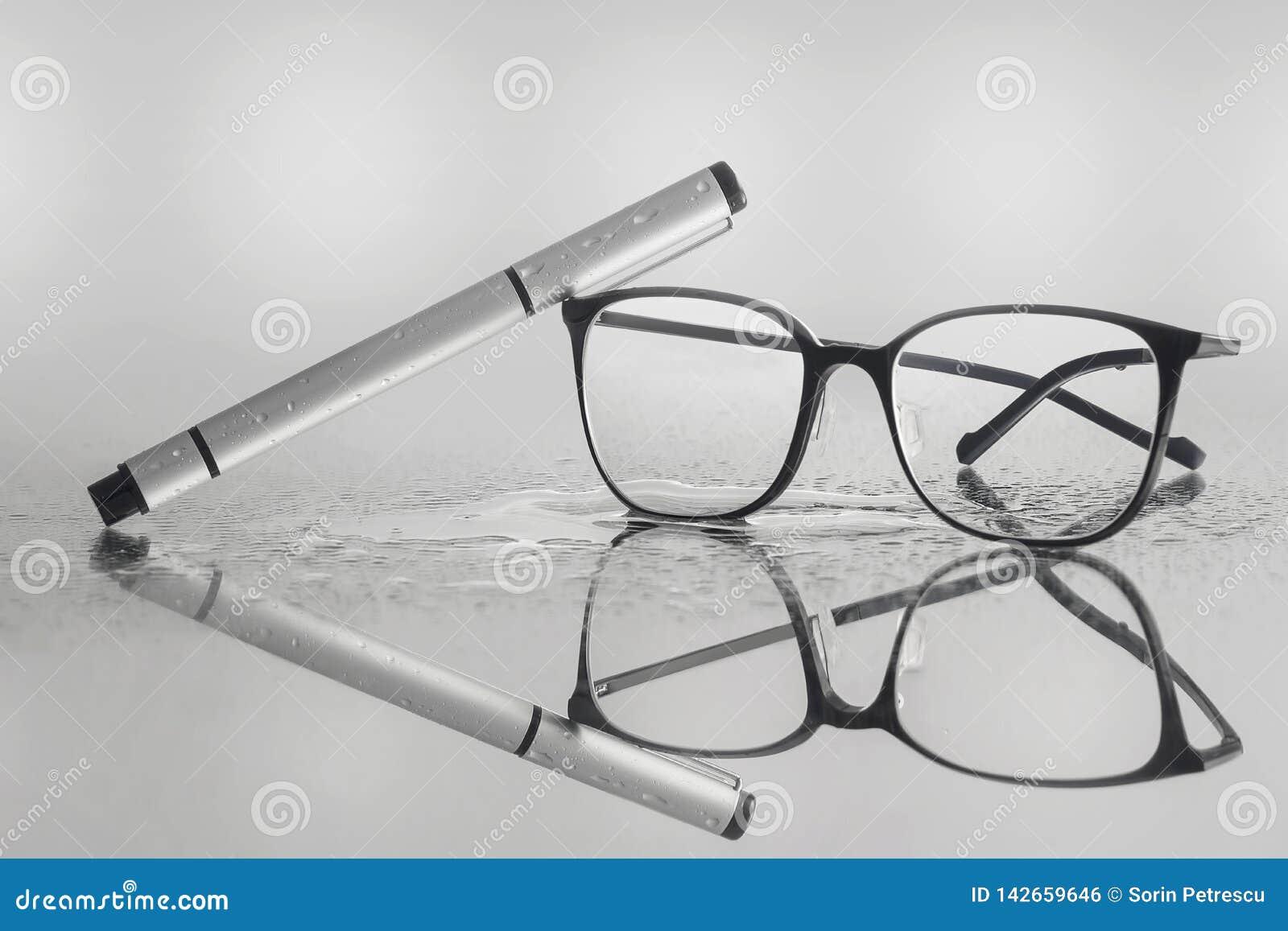 Kontorsarbete kräver exponeringsglas och pennan