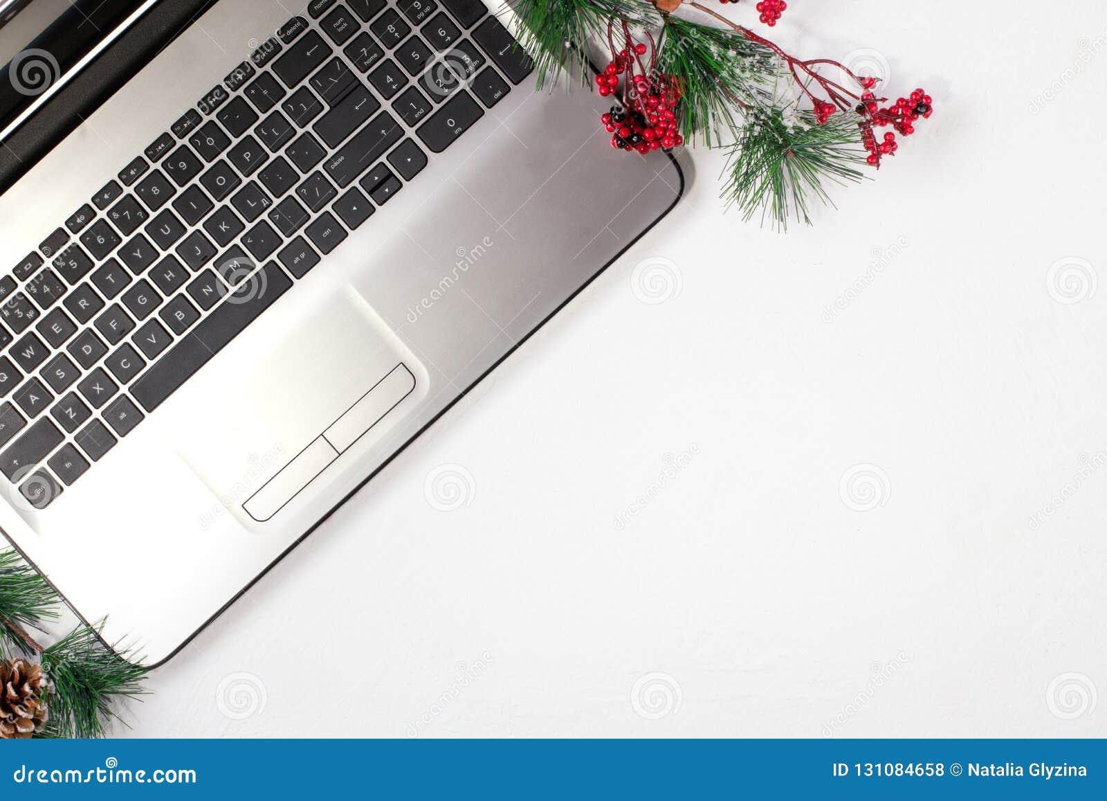 Kontorstabell med datoren vita röda stjärnor för abstrakt för bakgrundsjul mörk för garnering modell för design