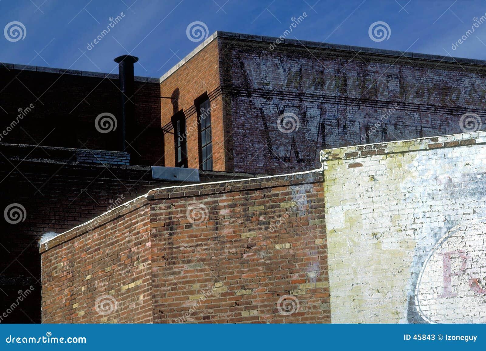 Kontrastierende Backsteinmauern