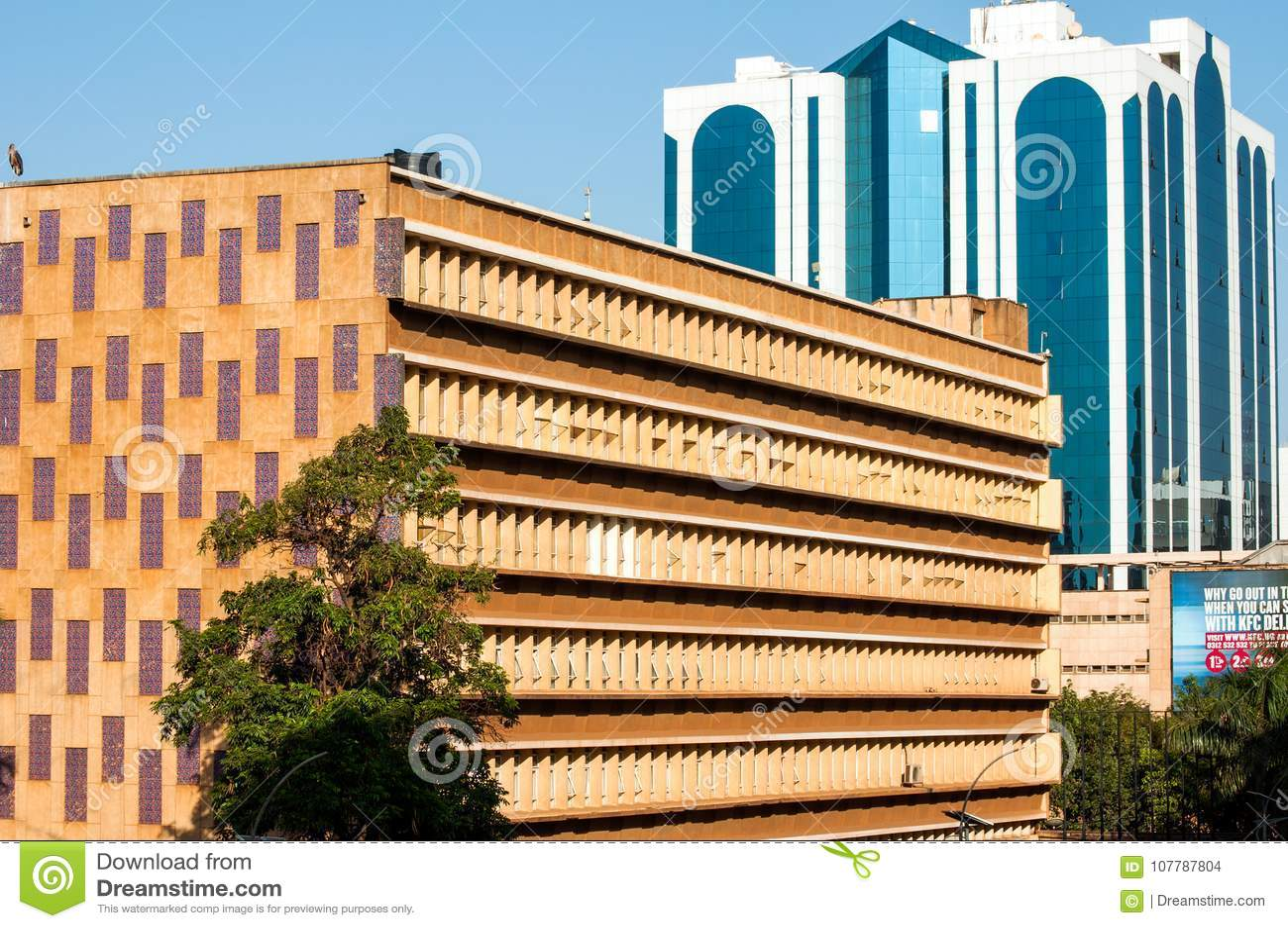 Kontrastierende Baustile, Kampala, Uganda Redaktionelles Stockbild ...