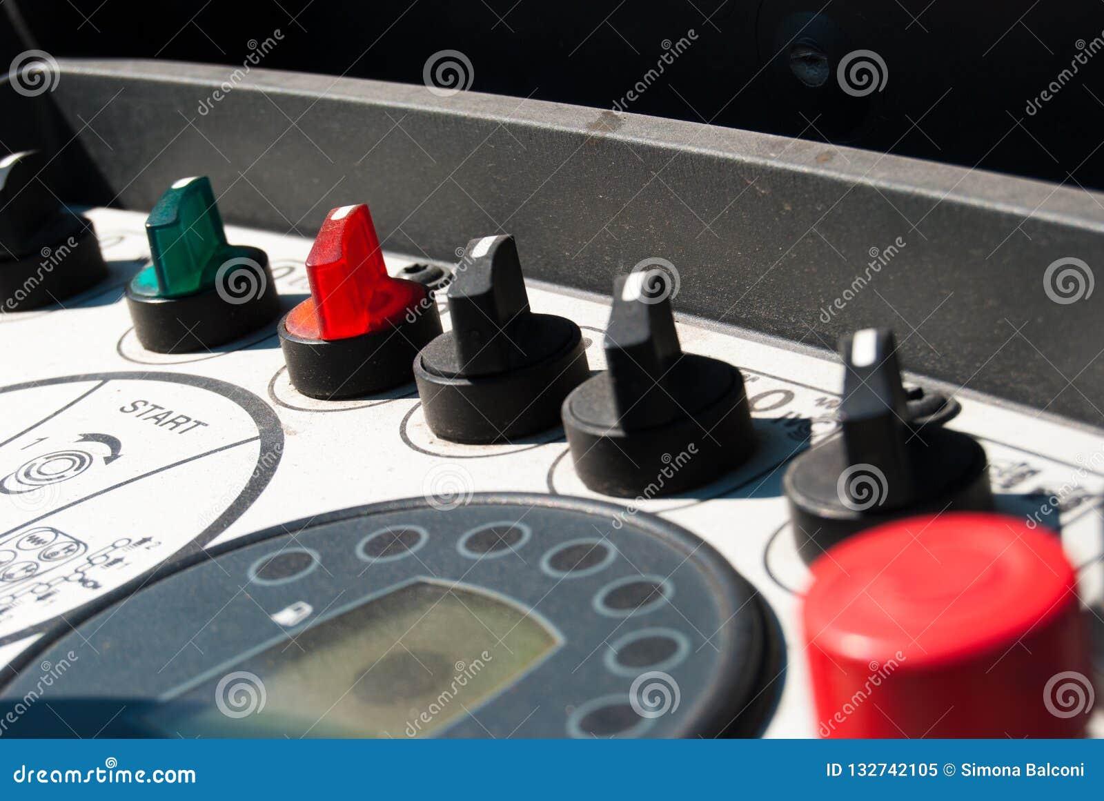 Kontrollbord av ett maskineri
