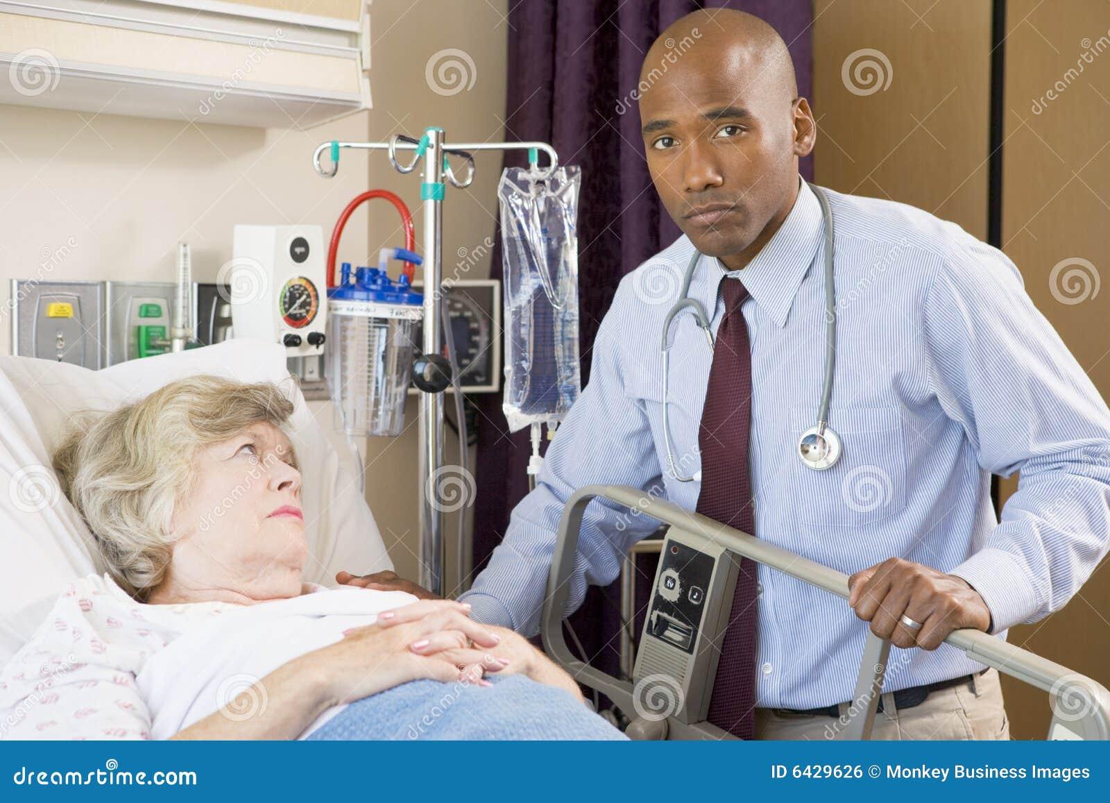 Kontrollera doktorn som ser patient allvarligt övre