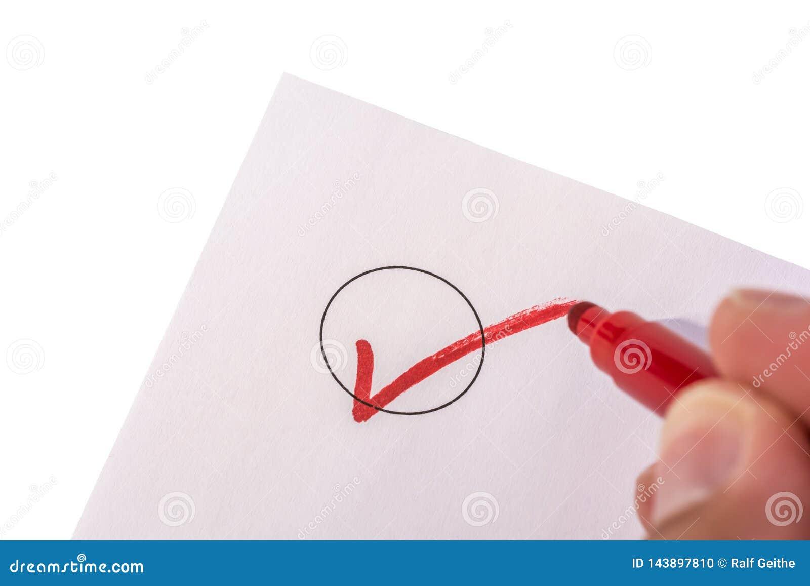 Kontrollera en cirkel p? ett isolerat stycke av papper