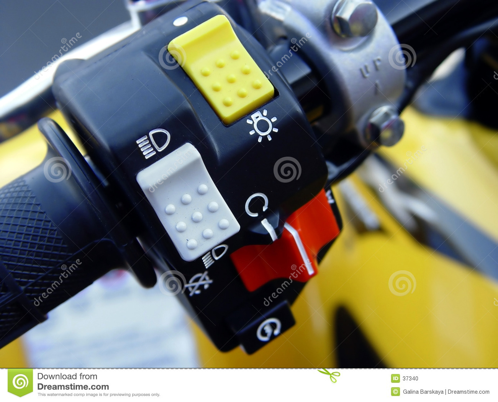 Kontroluje motocykla
