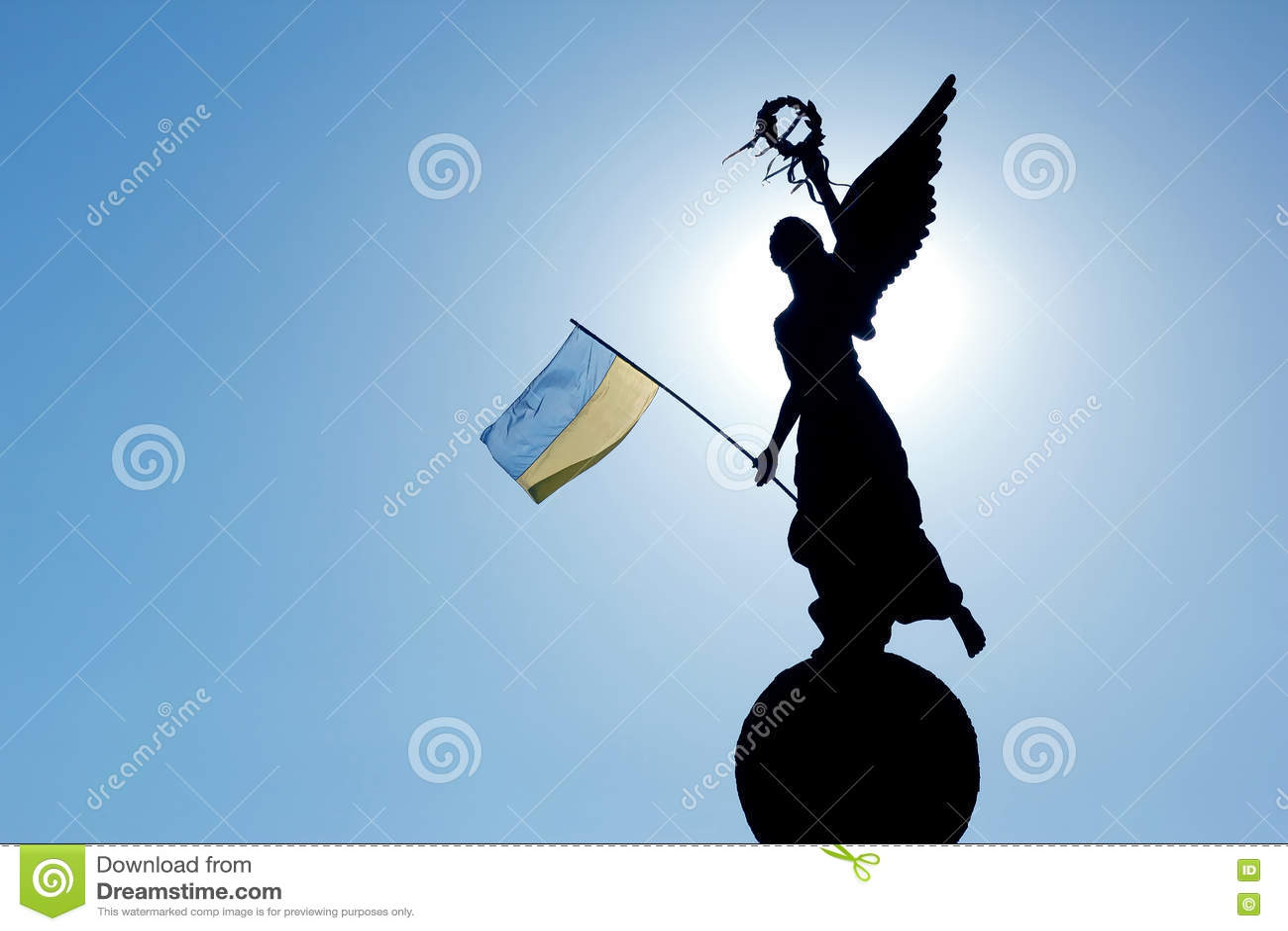 Kontur i solljuset av monumentet av självständighet I