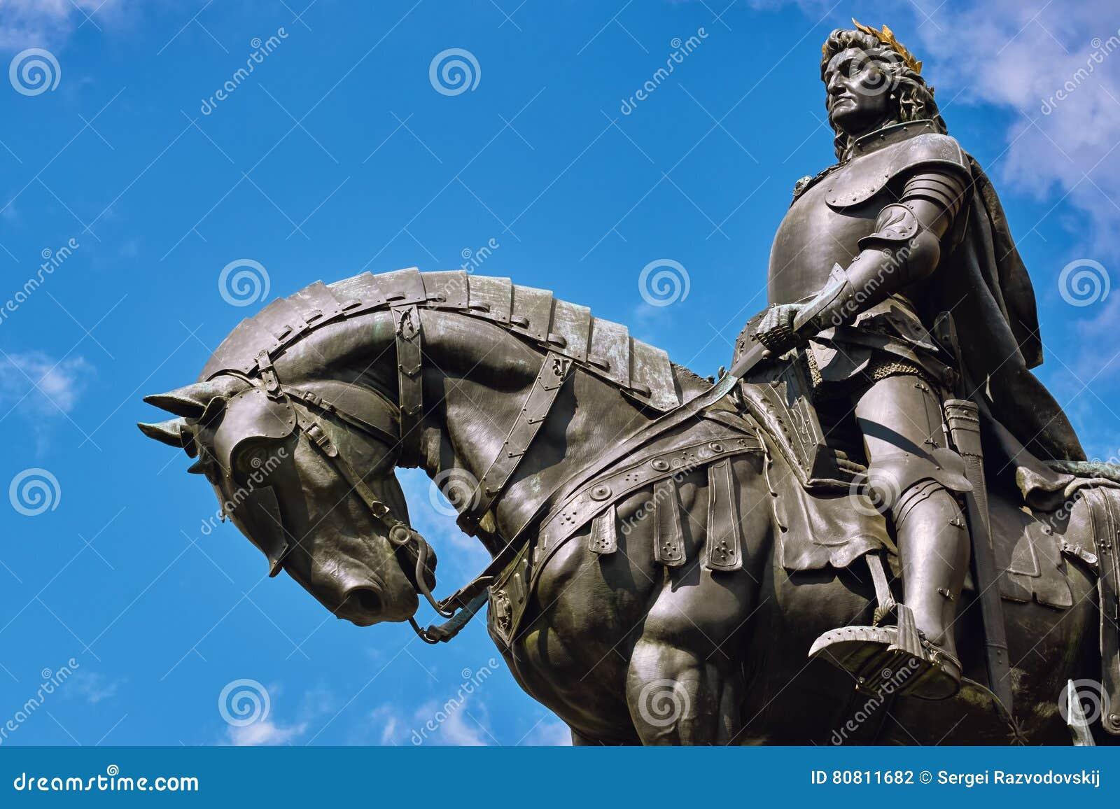 Konung Matthias Corvin Statue