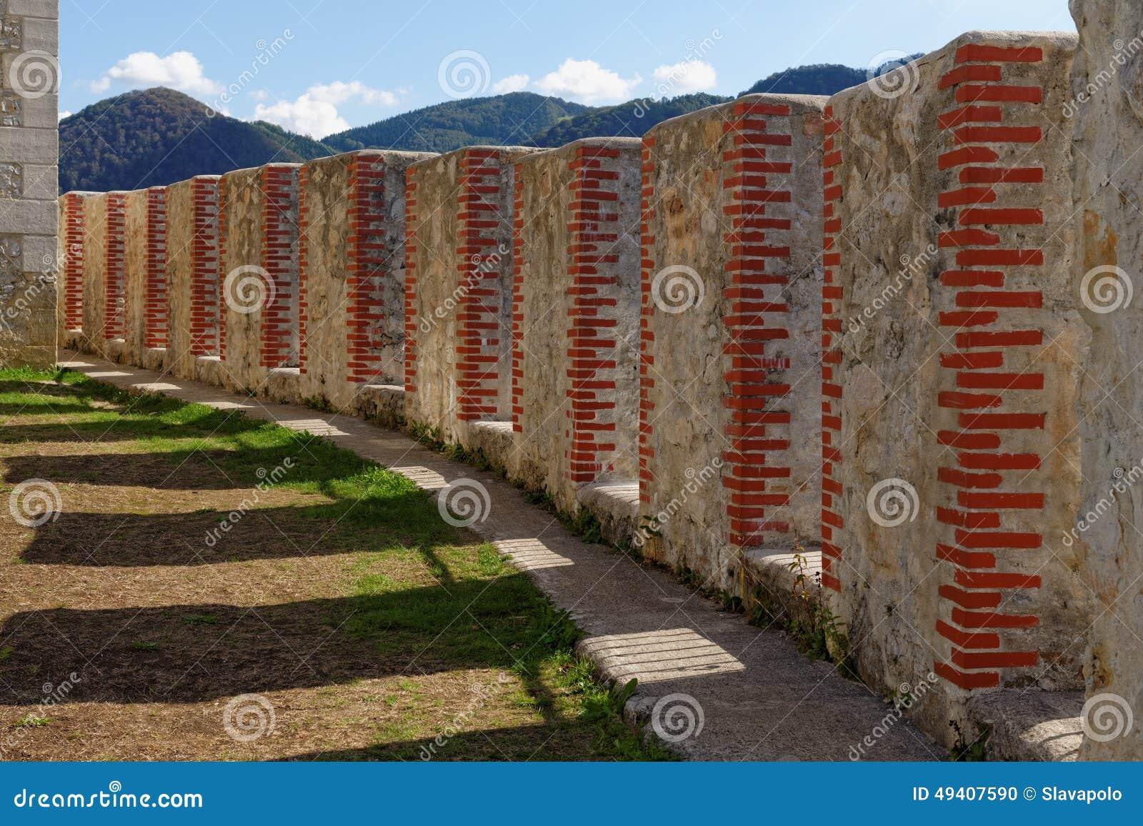 Download Konvergierende Crenelations Mittelalterlichen Schlosses Celje In Slowenien Stockfoto - Bild von verstärkung, galerie: 49407590