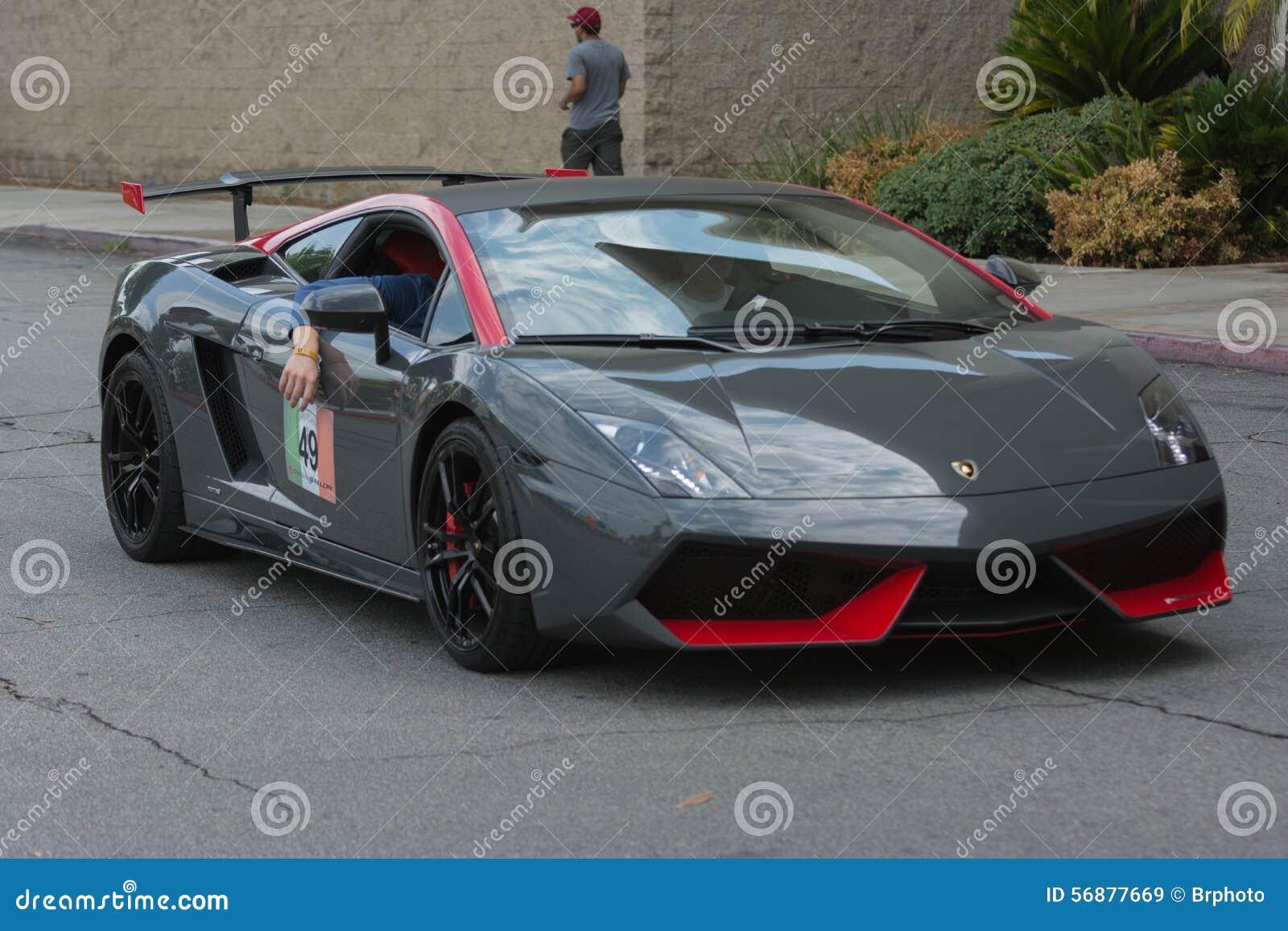 Konvertierbares Auto Lamborghinis Gallardo auf Anzeige