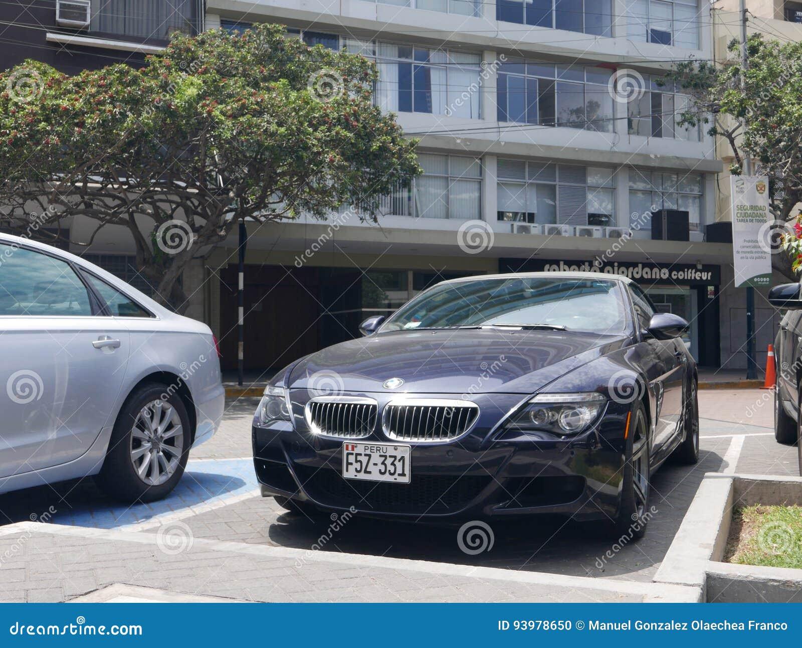 Konvertierbares BMW M6 parkte in Bezirk Sans Isidro, Lima