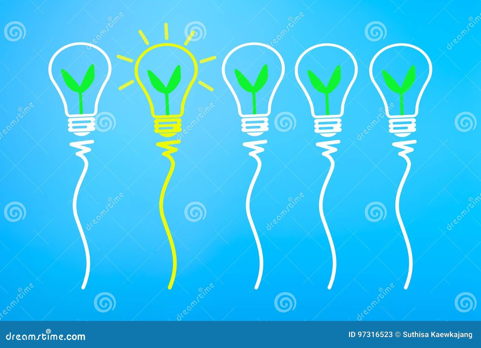 Konzept der großartigen Idee und der Innovation, mit Grünpflanze im hellen bul