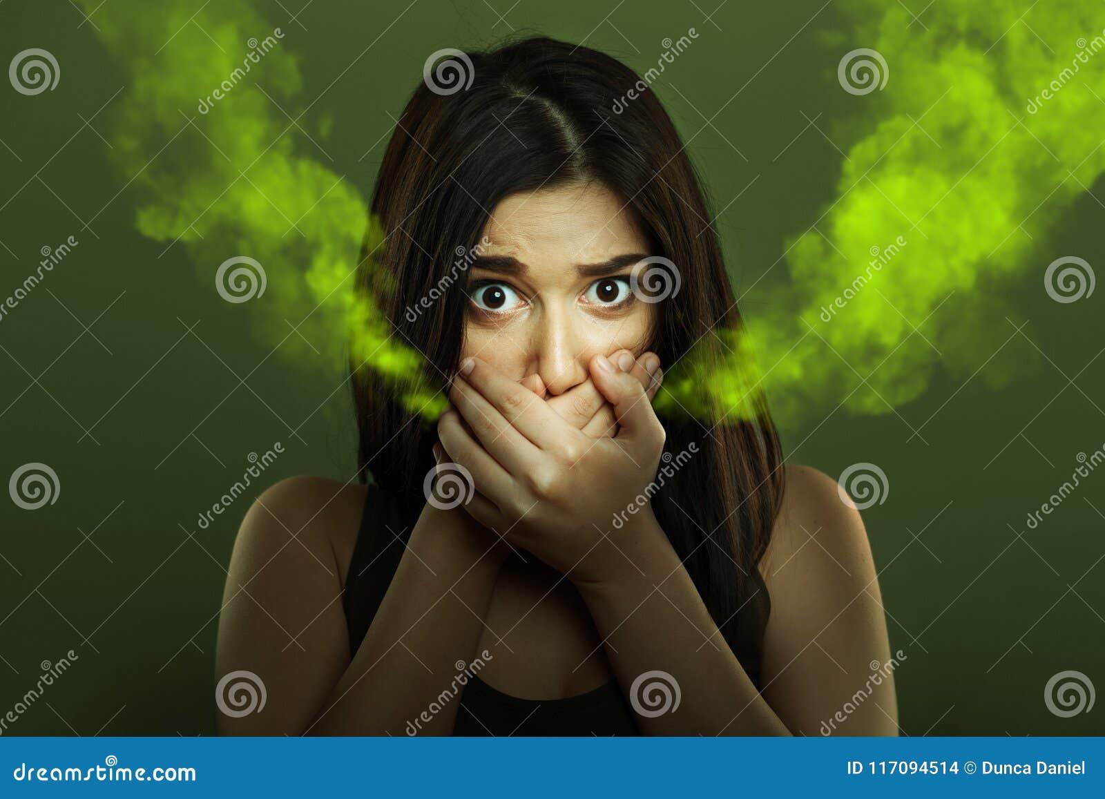 Konzept Des übleren Mundgeruchs Der Frau Mit Mundgeruch Stockfoto