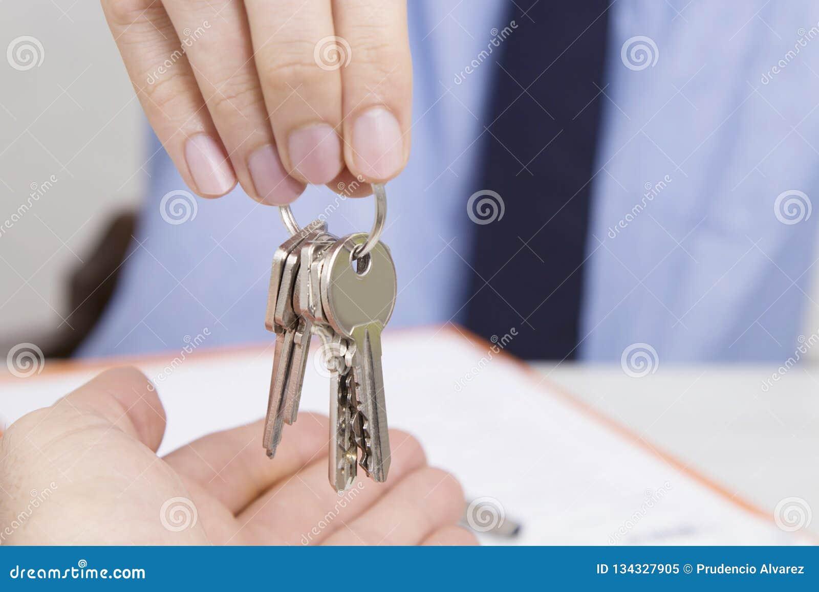 Konzept des Kaufens oder des mietenden Hauses