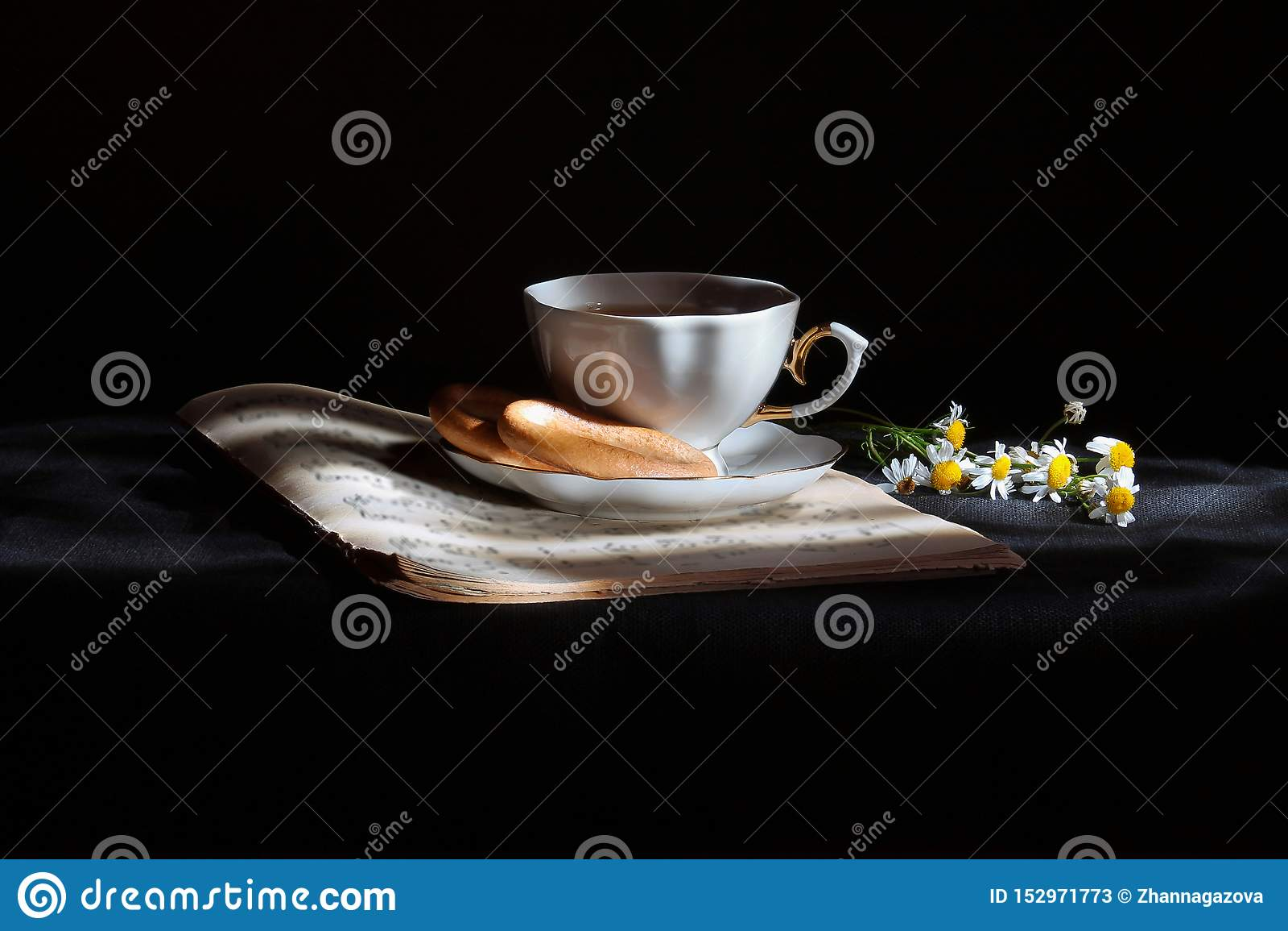 Kop thee met madeliefjes