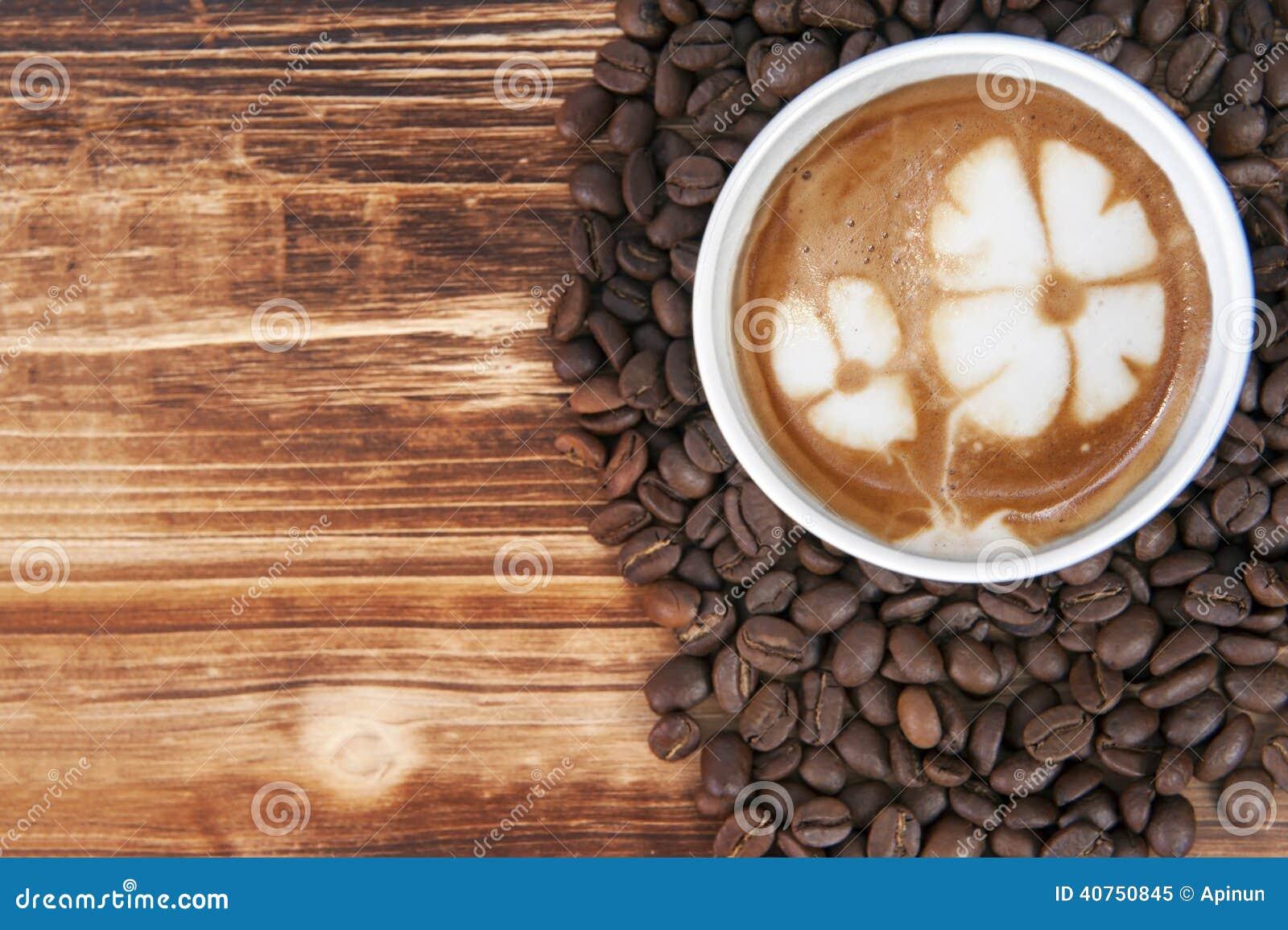 Kop van de koffie van de lattekunst