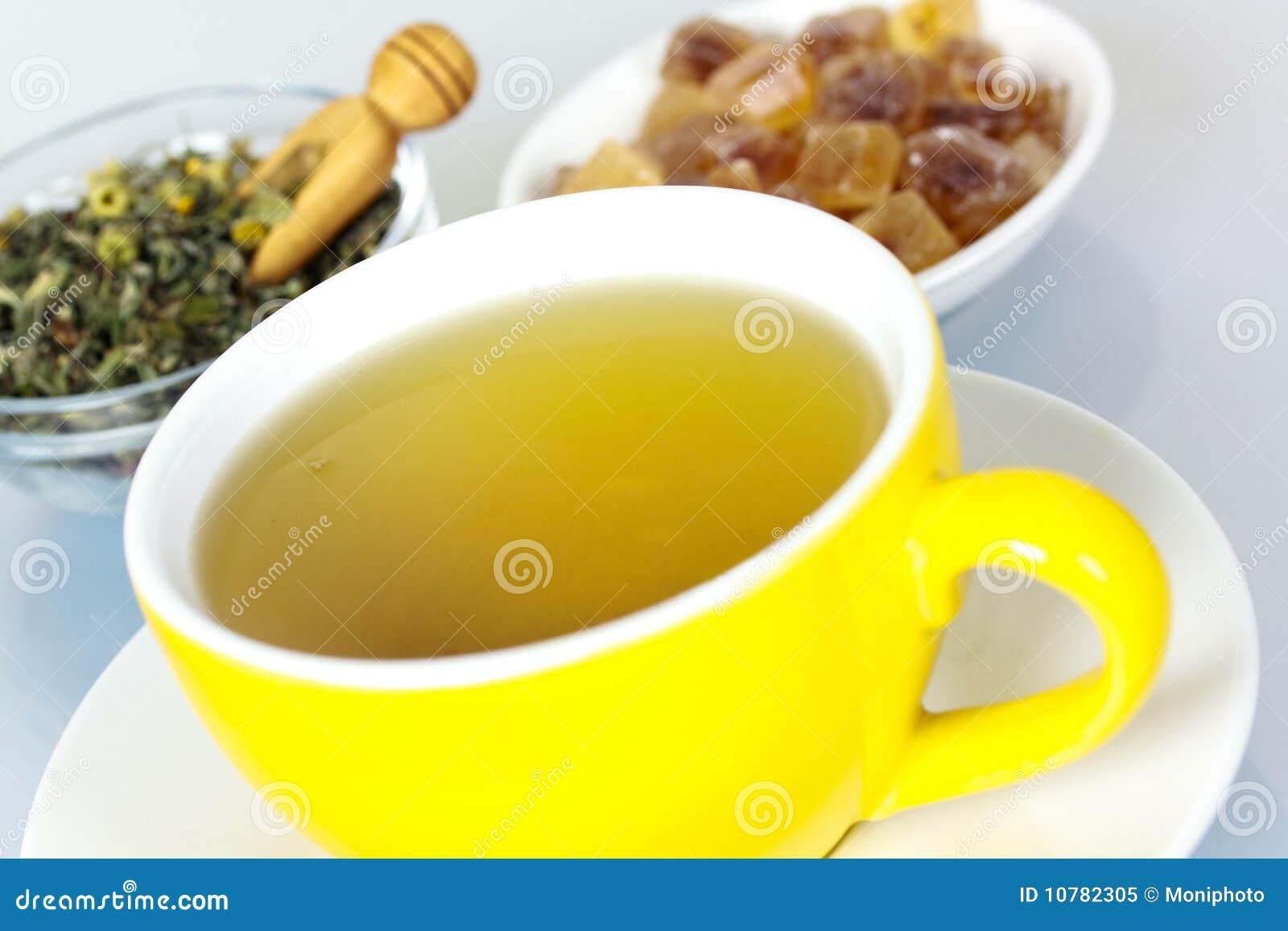 Kop van groene thee met kruiden
