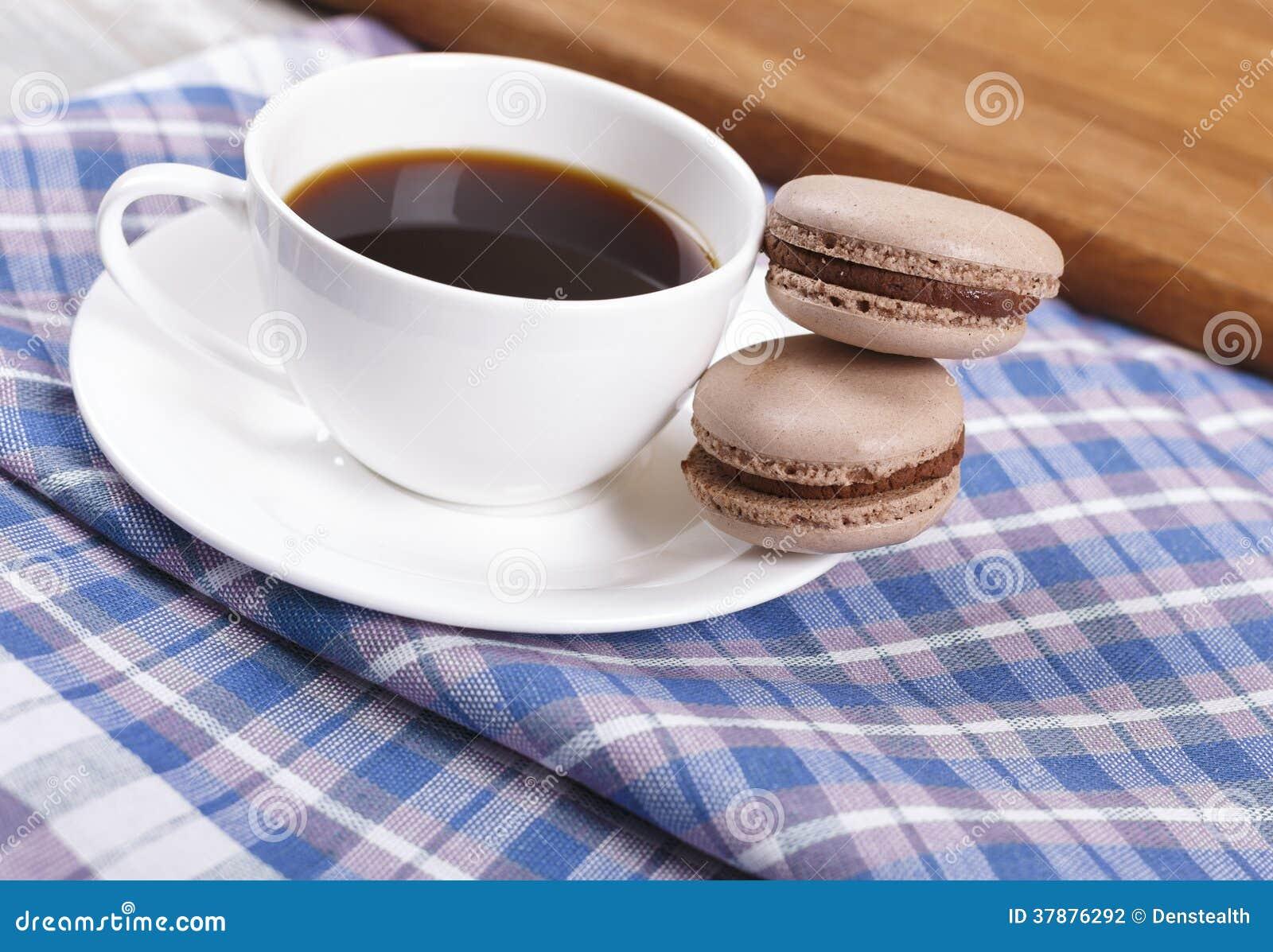 Kop van koffie met makarons