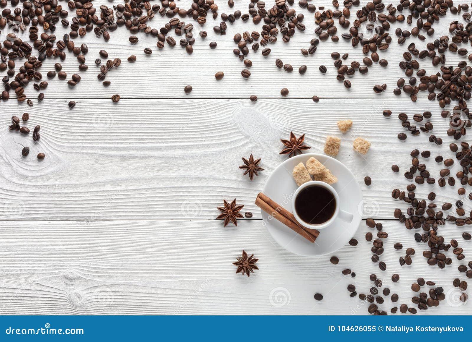 Download Kop Van Koffie Op Witte Lijst Stock Illustratie - Illustratie bestaande uit ster, kaneel: 104626055
