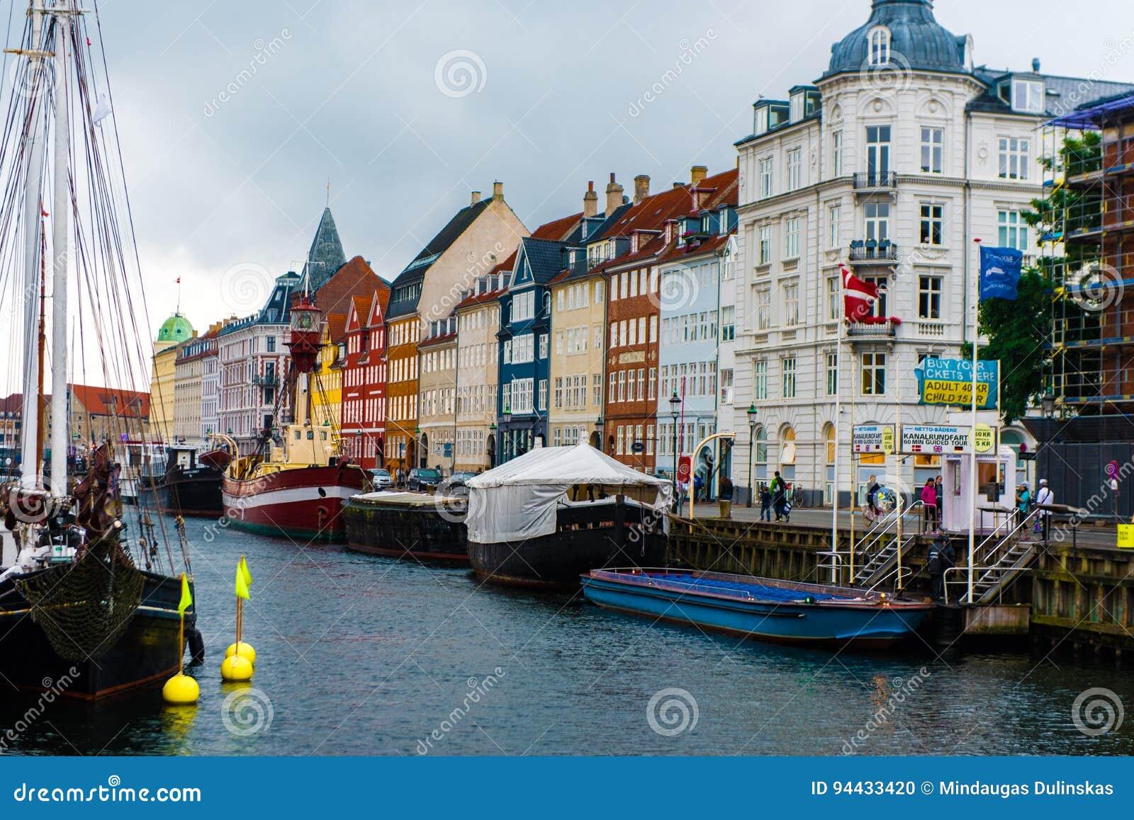 KOPENHAGEN, DÄNEMARK - 24. AUGUST 2015: Nyhavn-Veteranen-Schiff und Museum beherbergten und besetzen den inneren Abschnitt von Ny
