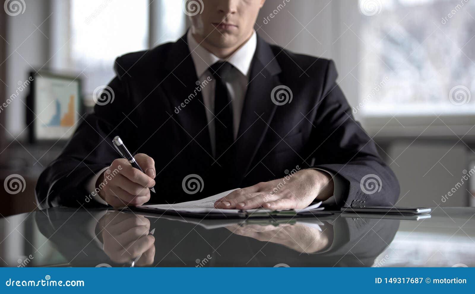 Kopf der unterzeichnenden Vereinbarung des Unternehmens ?ber Umstrukturierung seiner Firma, R?uberergreifung