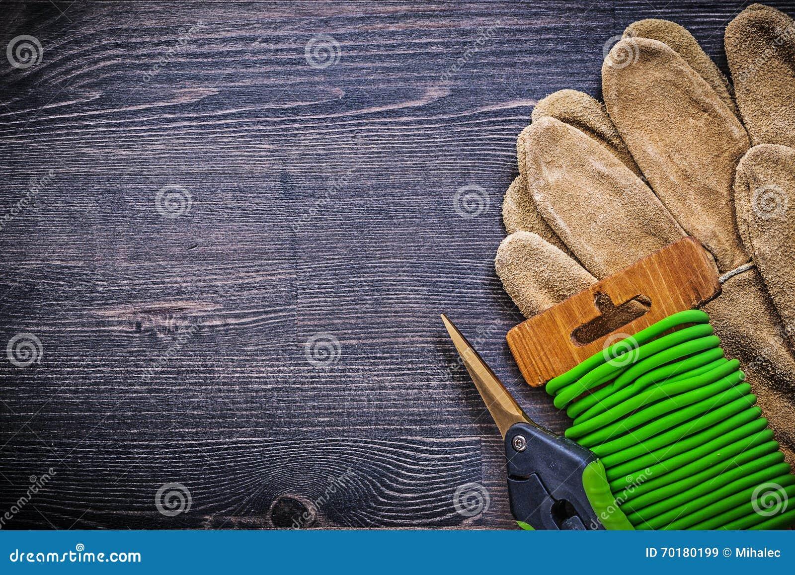 Kopieringsutrymme av skyddande handskar för trädgårds- nagelsaxbandtråd på vint