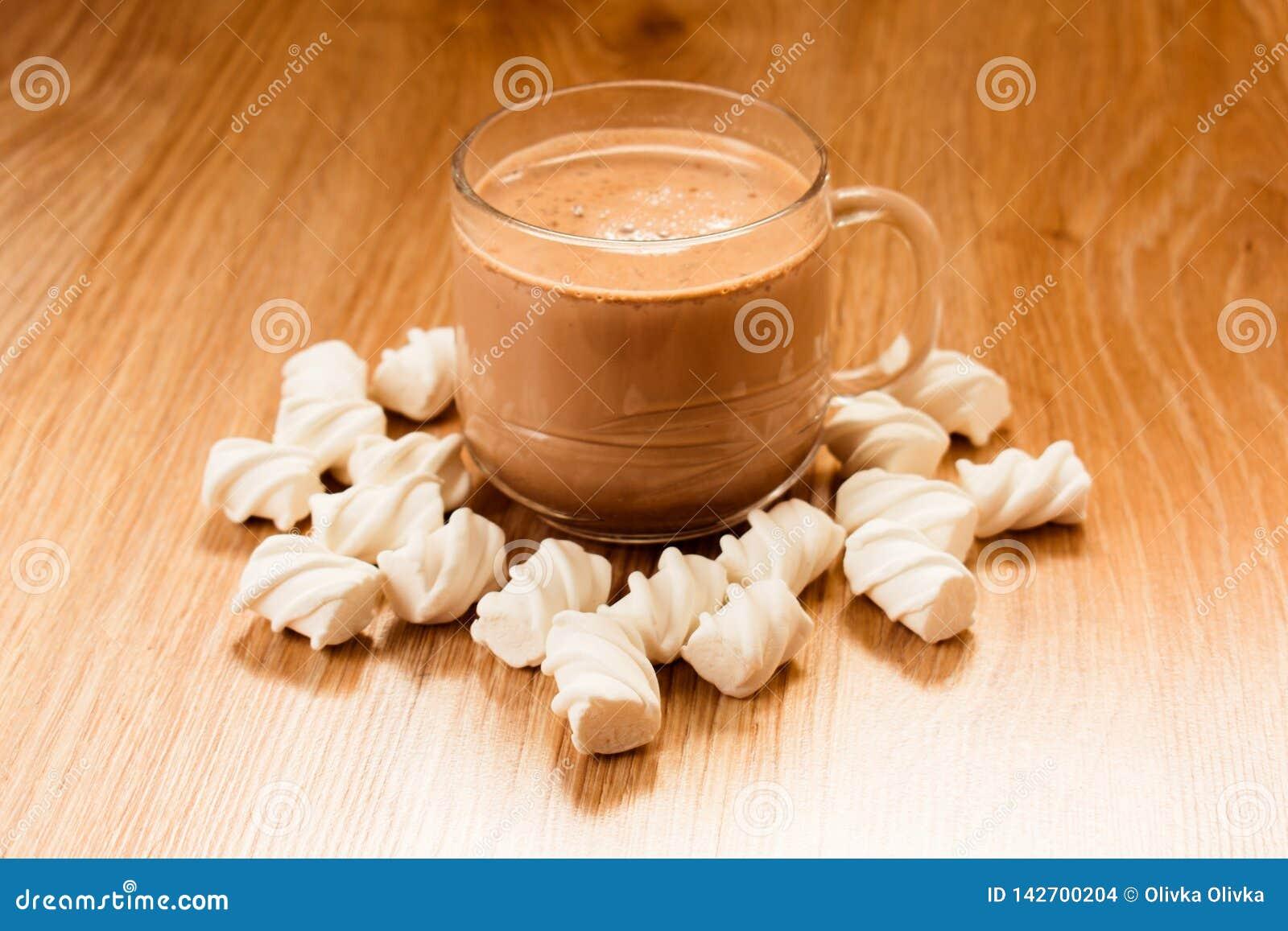 Kopp av kakao- och marschmelow