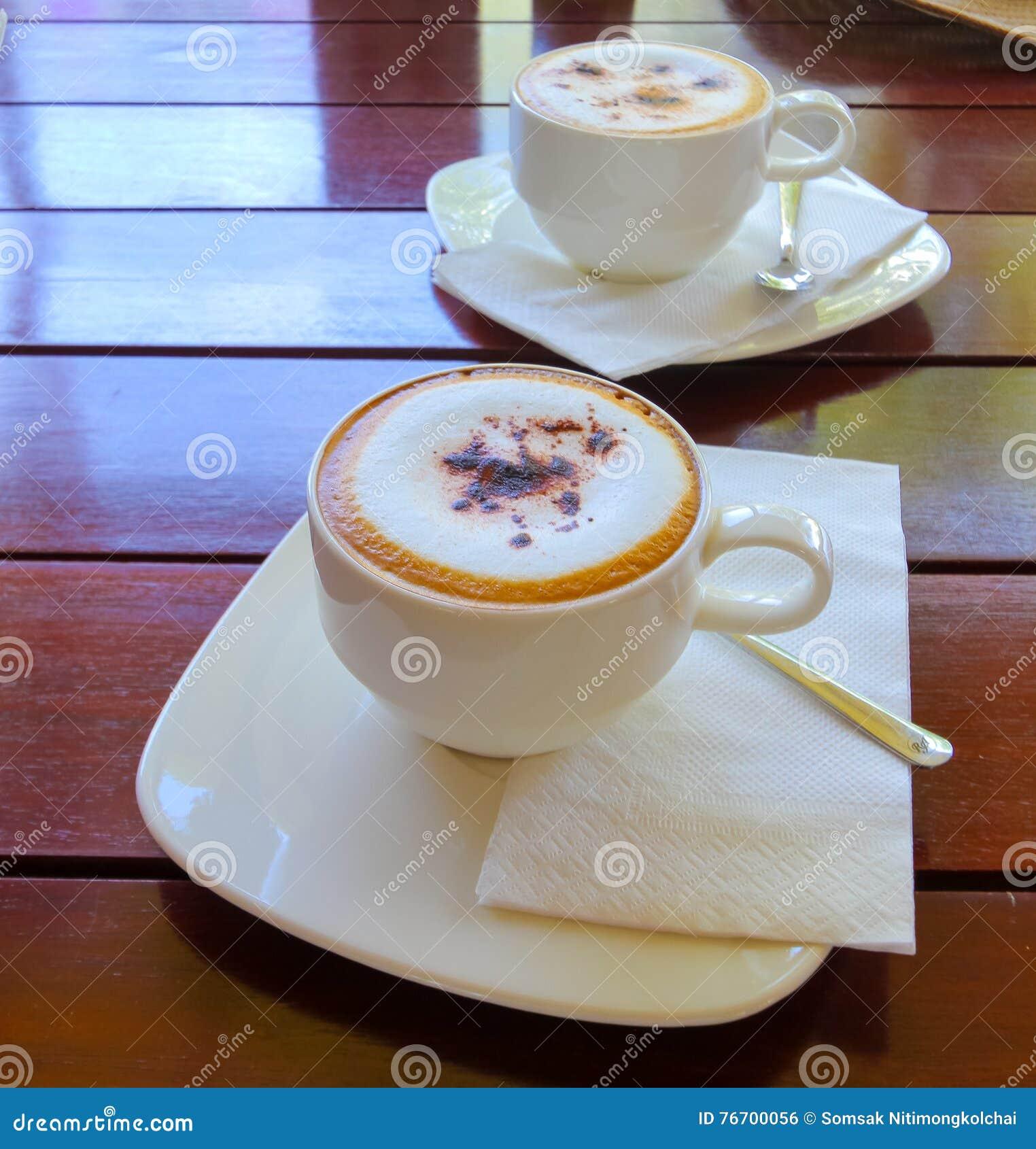 Kopp kaffe på trätabellen, bästa sikt per koppen kaffe
