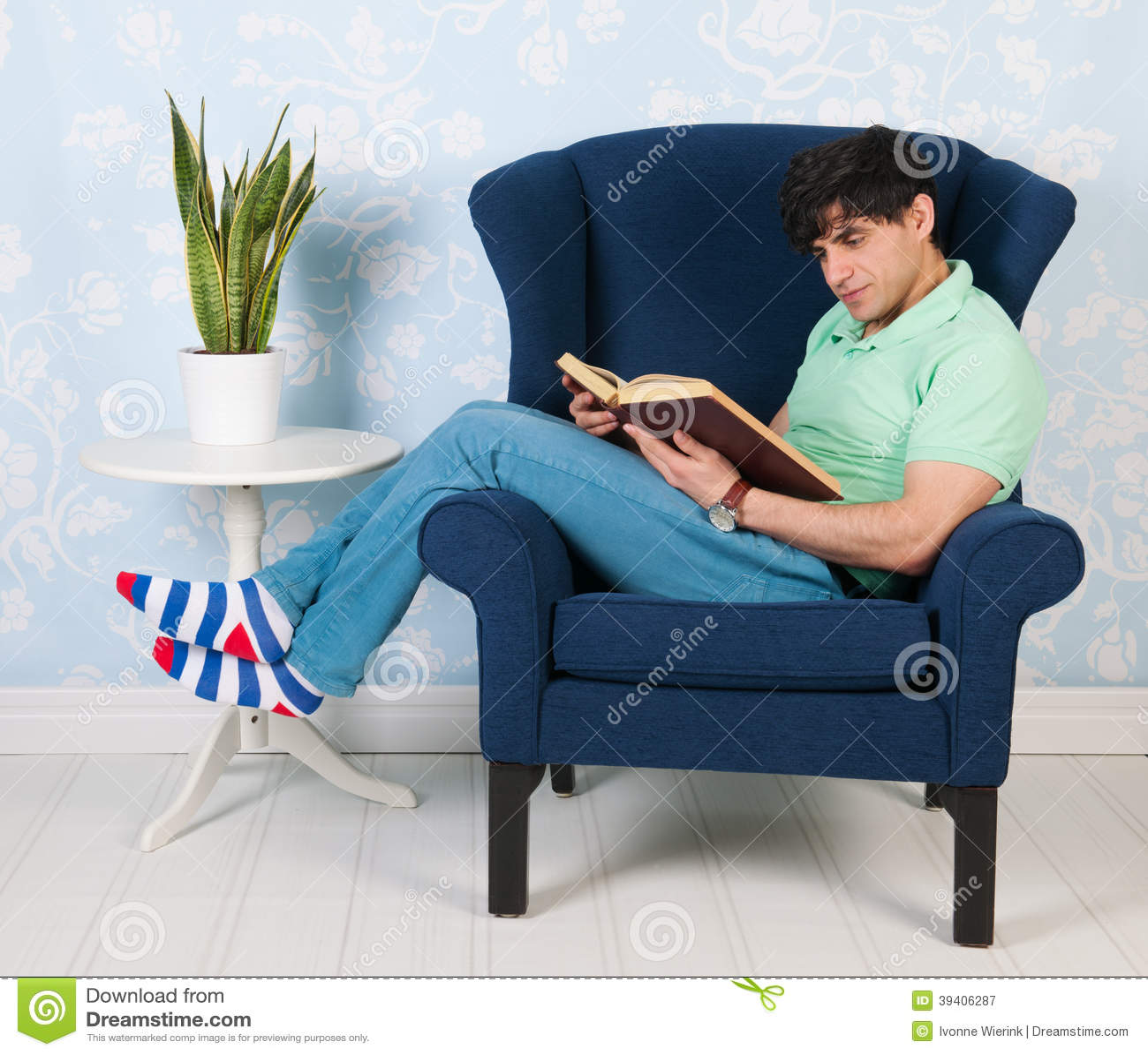 Koppla av och läsa hemma