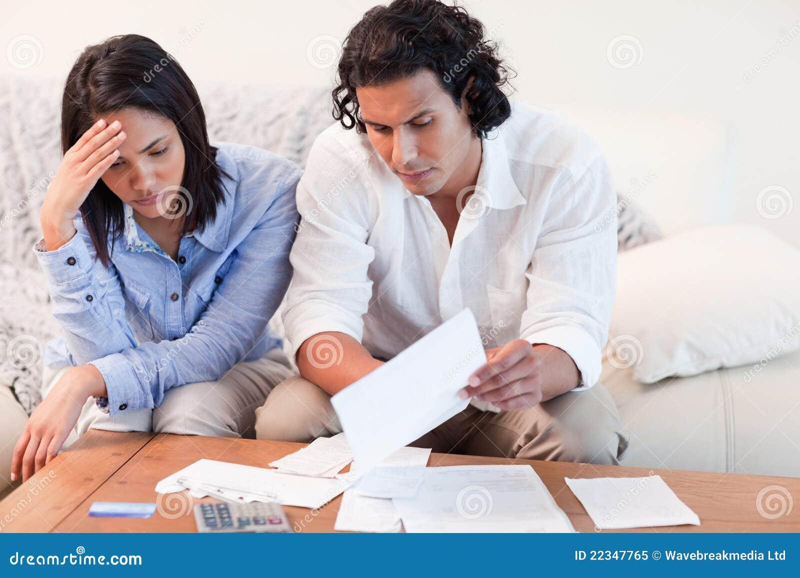 Koppla ihop deprimerat om finansiella problem