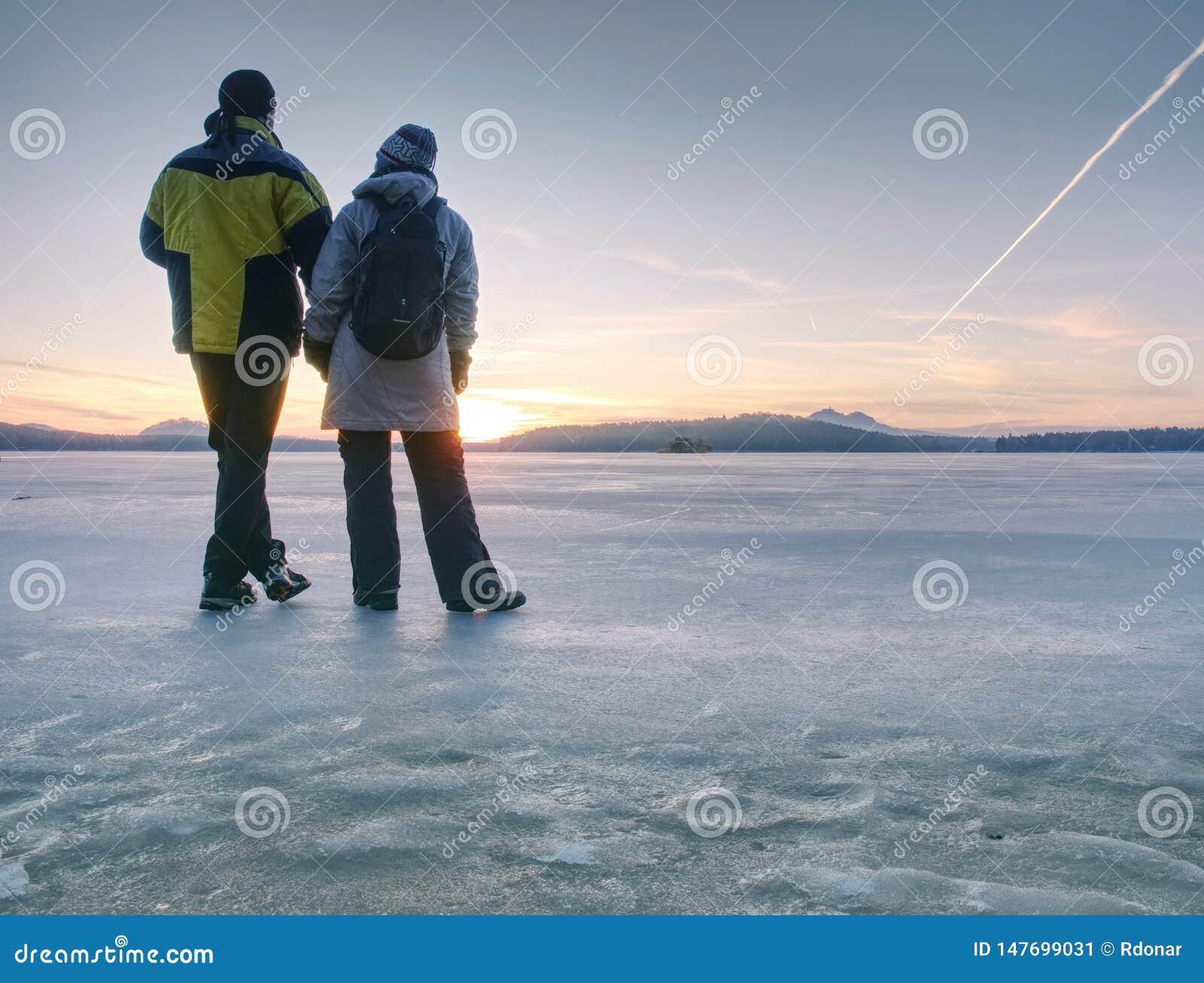 Koppla ihop staget på djupfrysta sjö- och hållhänder