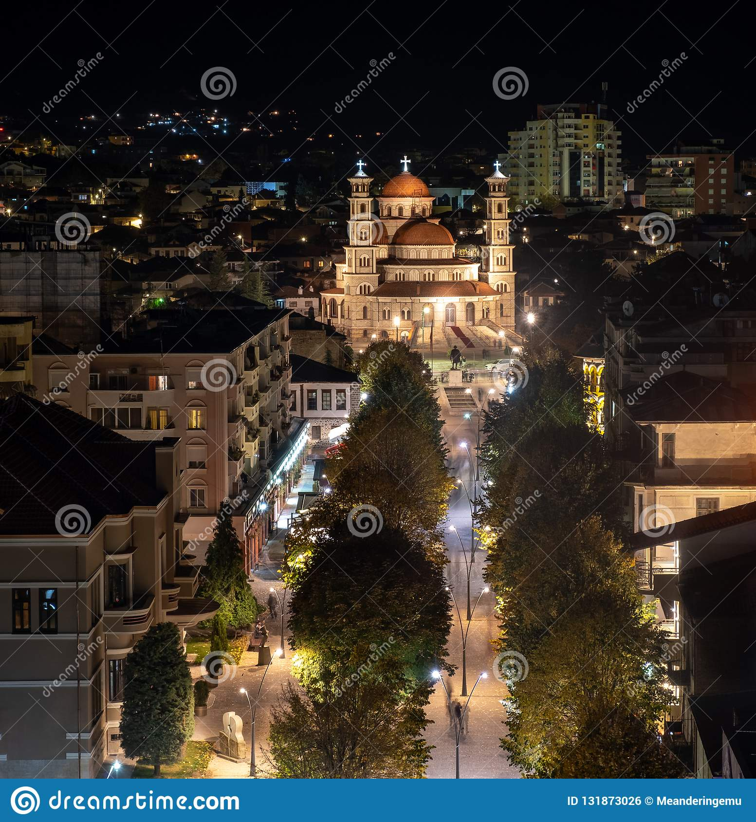 Korçe Albania alla notte un giorno freddo dell autunno