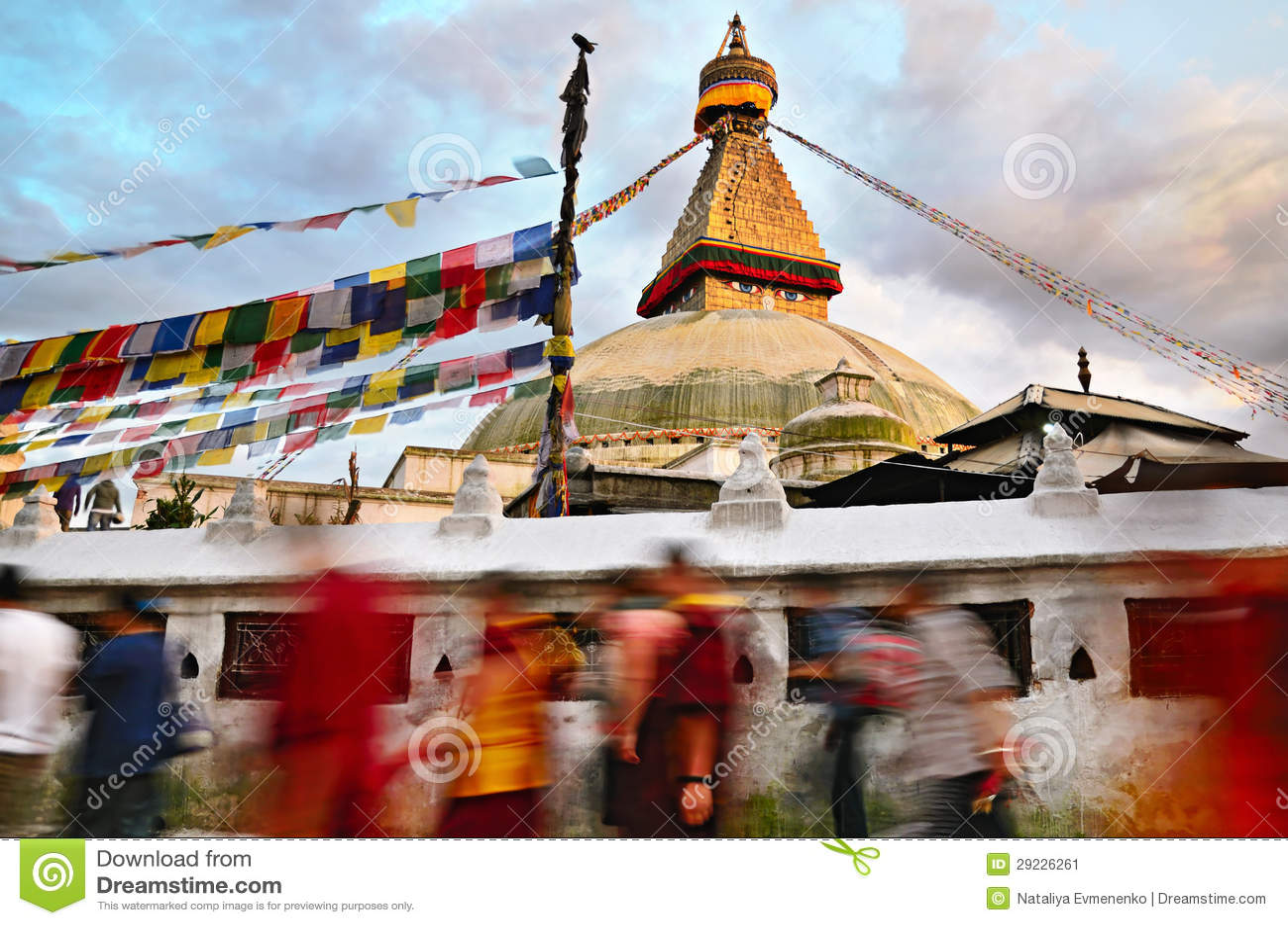 Kora runt om Boudhanath Stupa