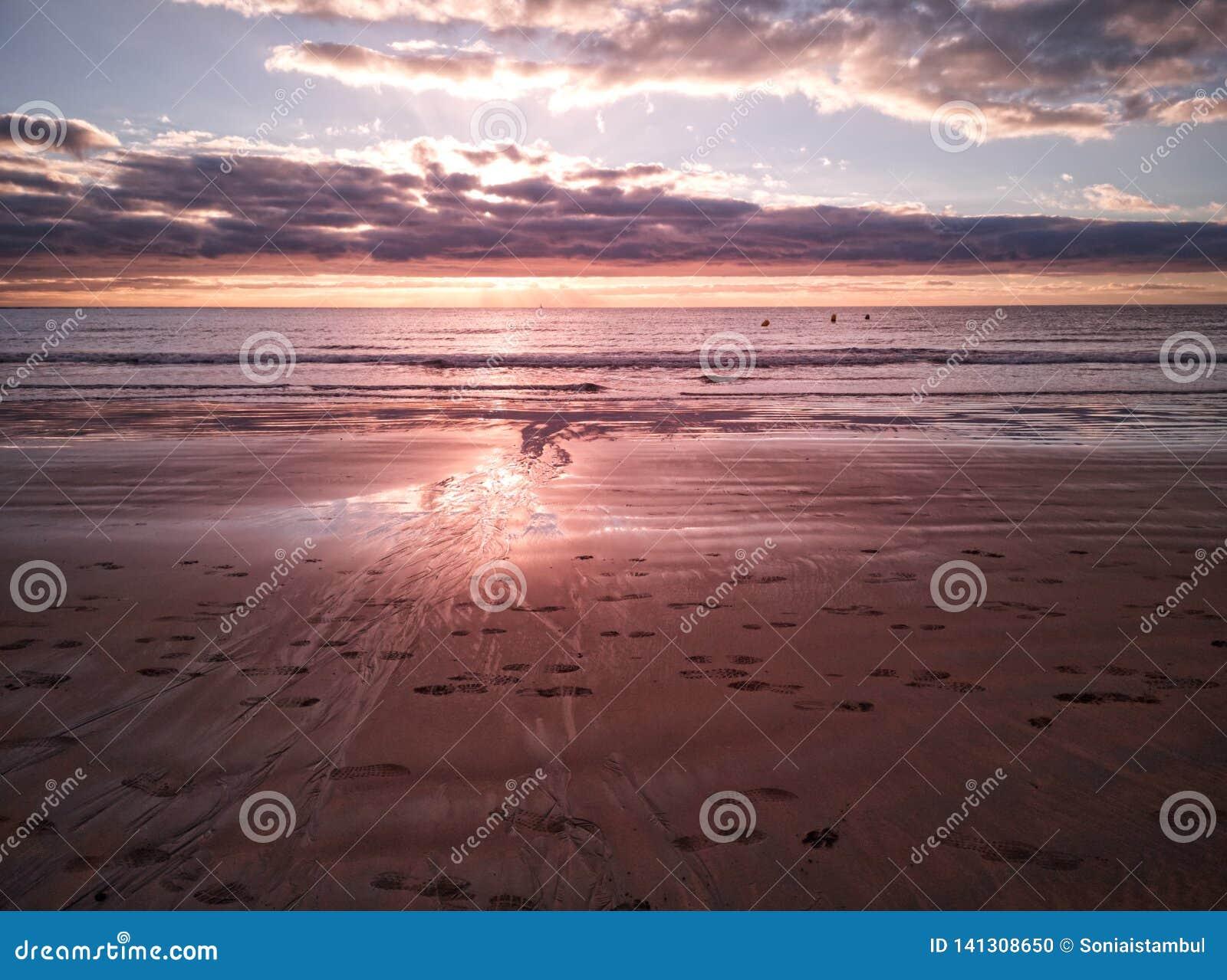 Korala świtu krajobraz w Medano plaży