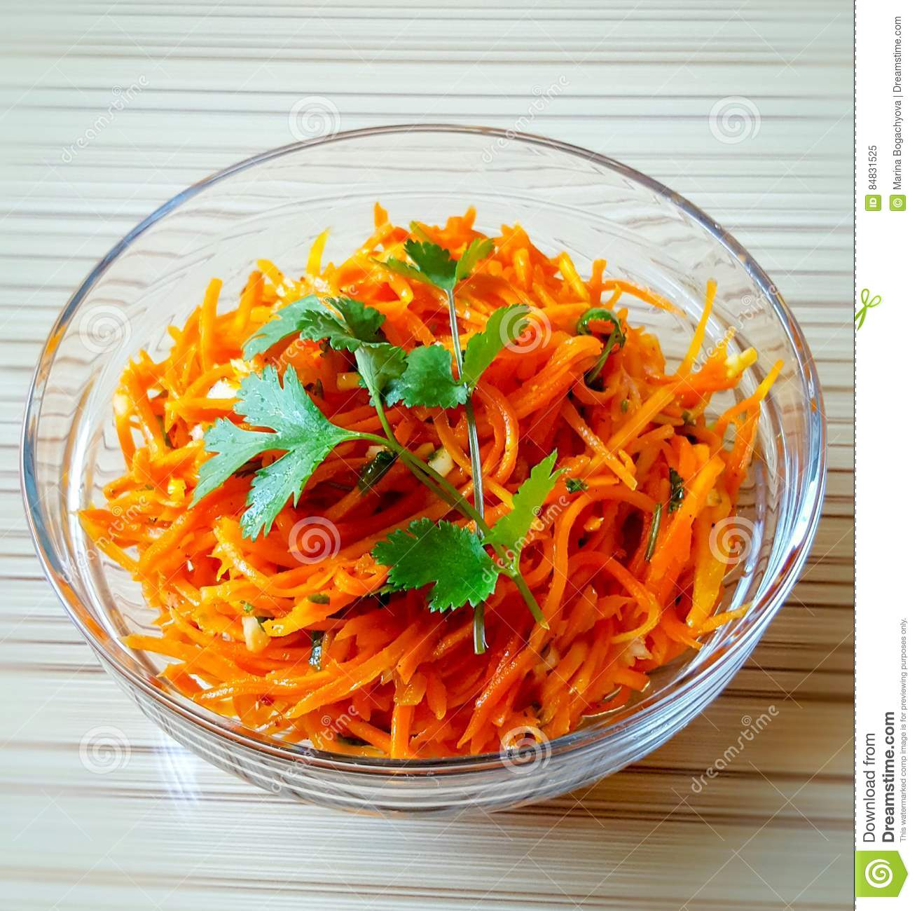 Carrot salad with garlic