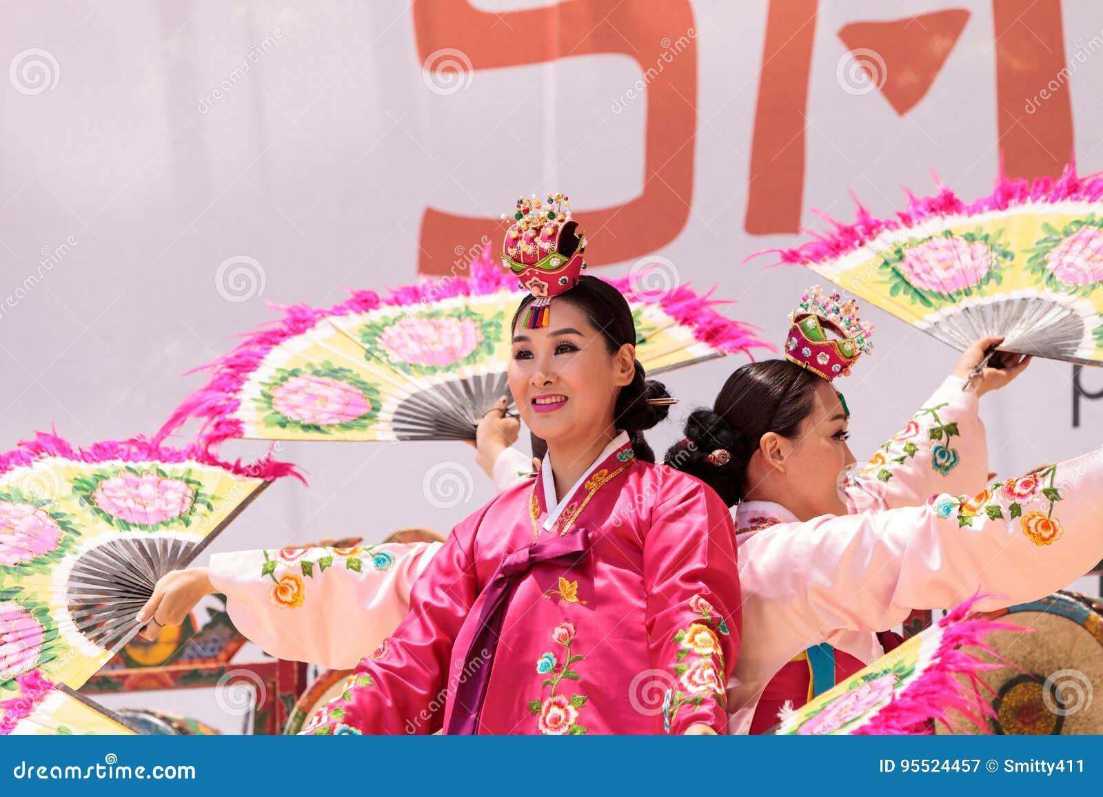 64601e85c33a8 Korean Fan Dance Performed At The San Diego Zoo Safari Park ...