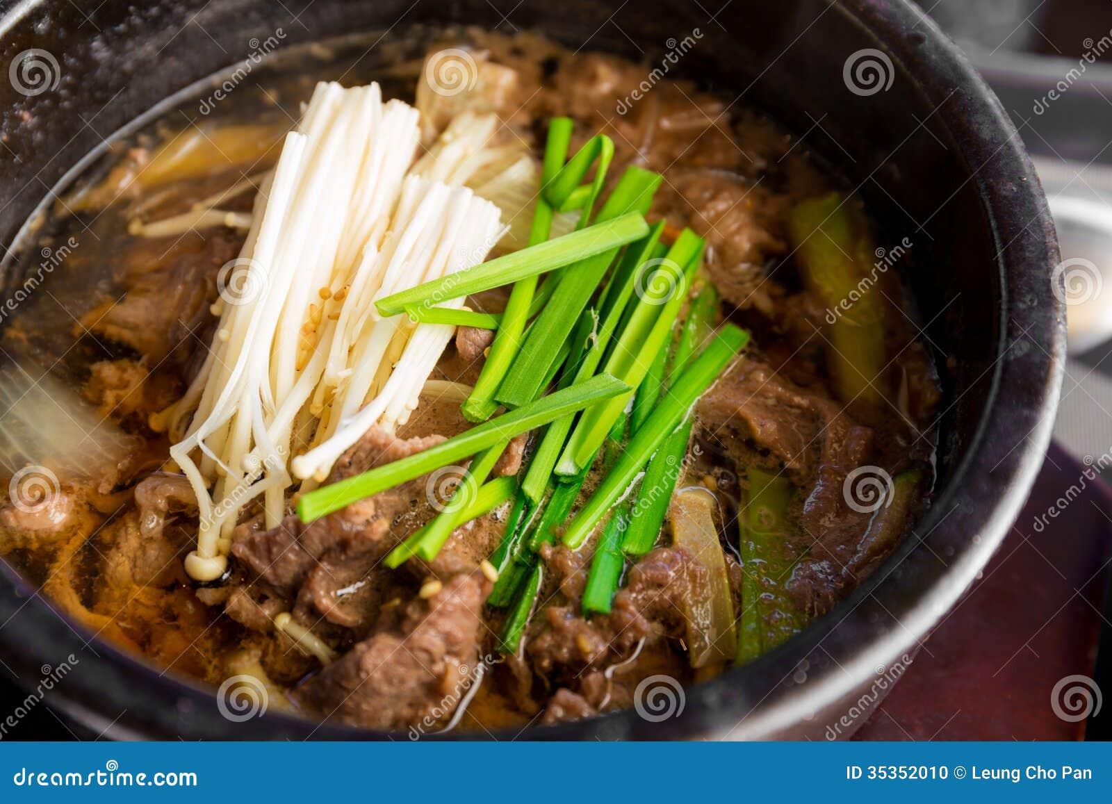 koreanische küche, schüssel rindfleischsuppe stockfoto - bild