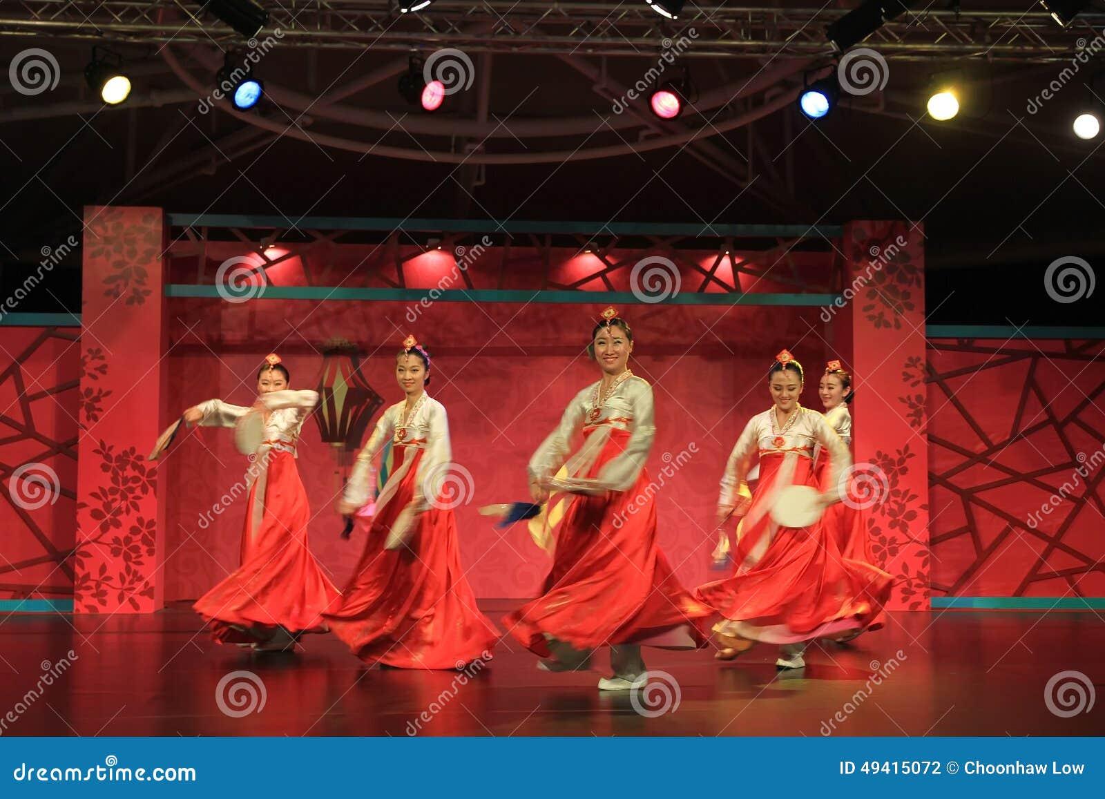 Download Koreanischer Tanz 1 redaktionelles stockfotografie. Bild von provinz - 49415072