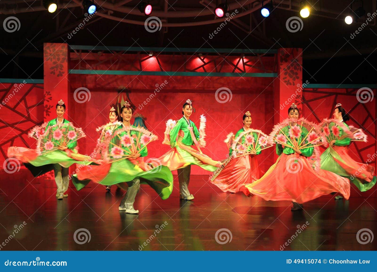 Download Koreanischer Tanz 2 redaktionelles stockbild. Bild von frühling - 49415074