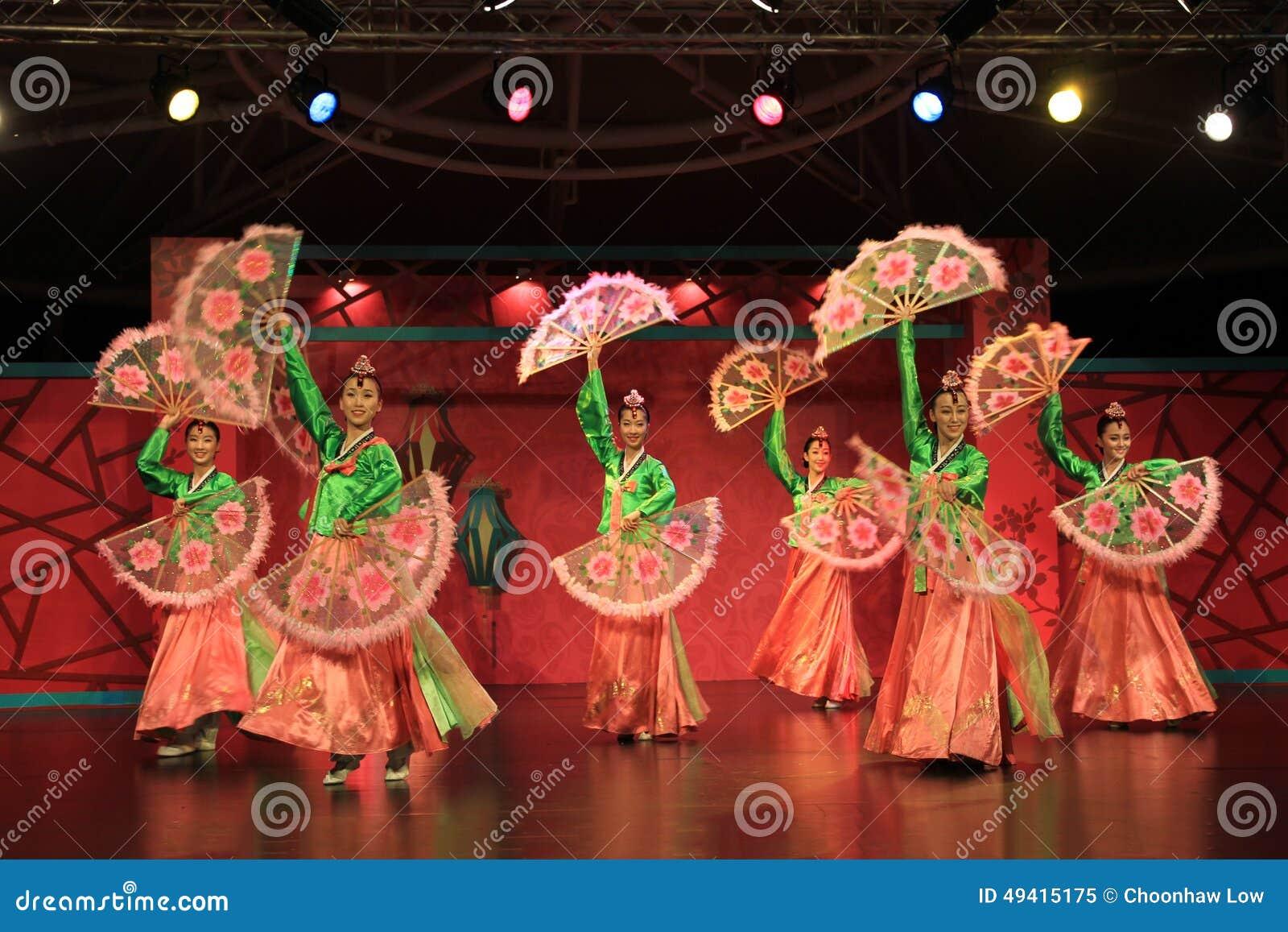 Download Koreanischer Tanz 3 redaktionelles bild. Bild von porzellan - 49415175
