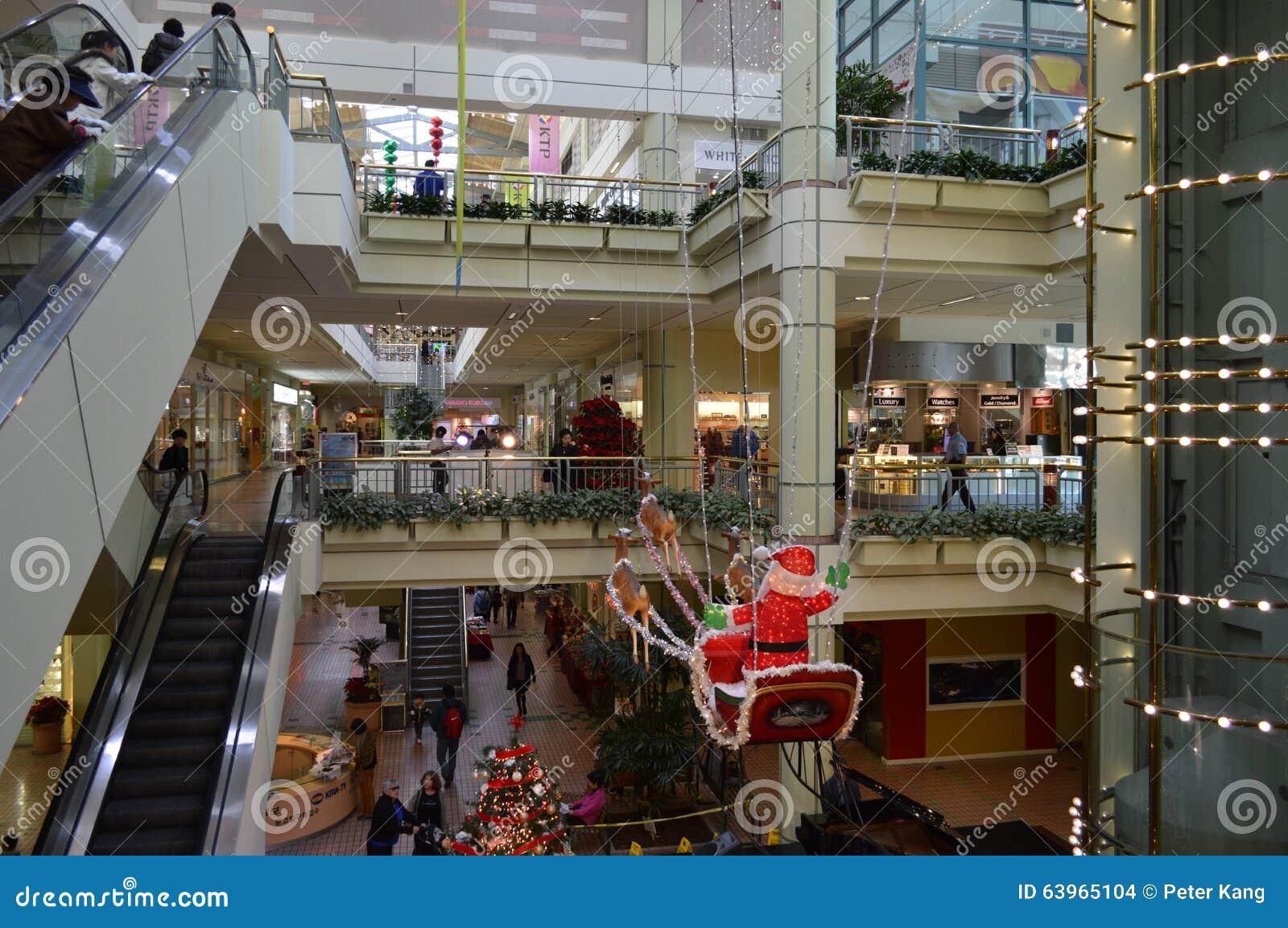 koreatown piazza los angeles atrium weihnachten. Black Bedroom Furniture Sets. Home Design Ideas