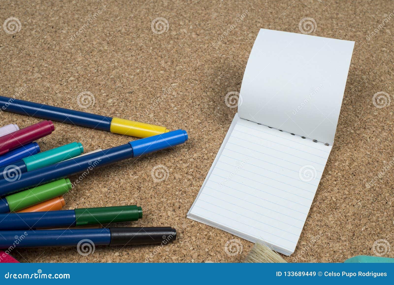Korg med tillverkarepennor