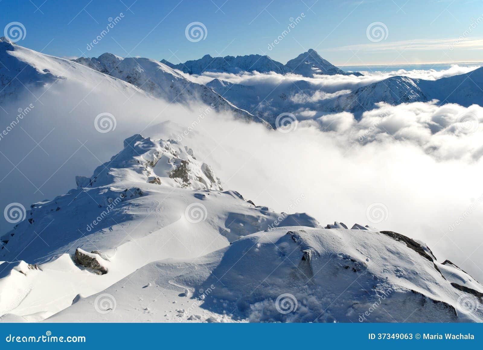 Korkad toppmöte för snö av Tatry