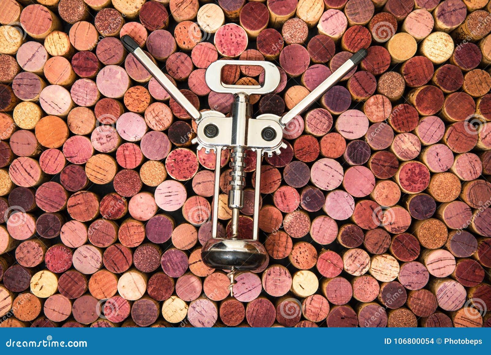 Download Korkenzieher Im Korkenhintergrund Stockfoto - Bild von tabelle, korkenzieher: 106800054