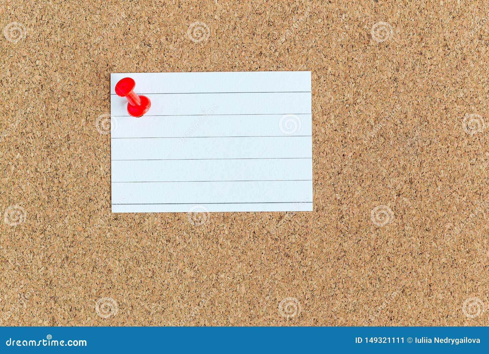 Korkowa pami?ci deska z przypi?tymi pustymi kawa?ek papieru notatkami, tablica informacyjna, horyzontalna