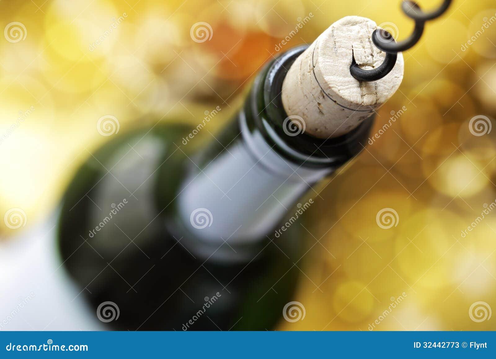 Korkskruv och vinflaska