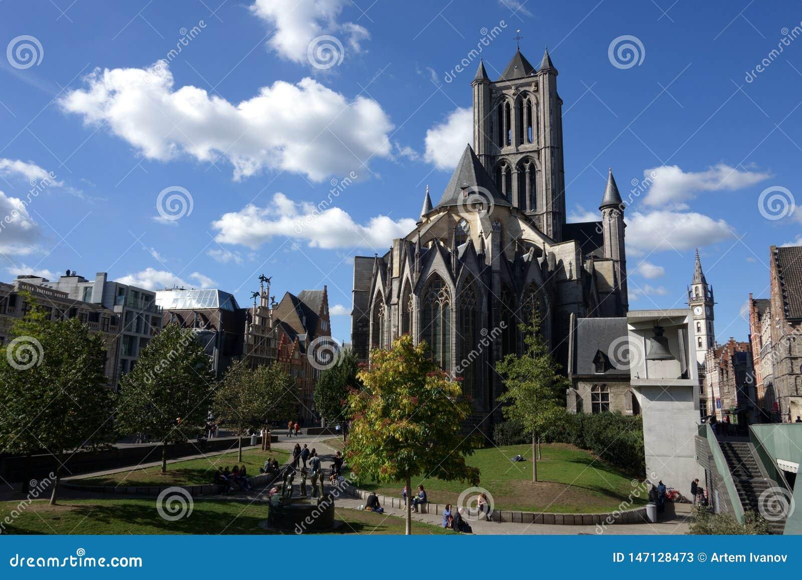 Korniszon Gocki Świątobliwy Nicholas kościół gigantyczny dzwon i