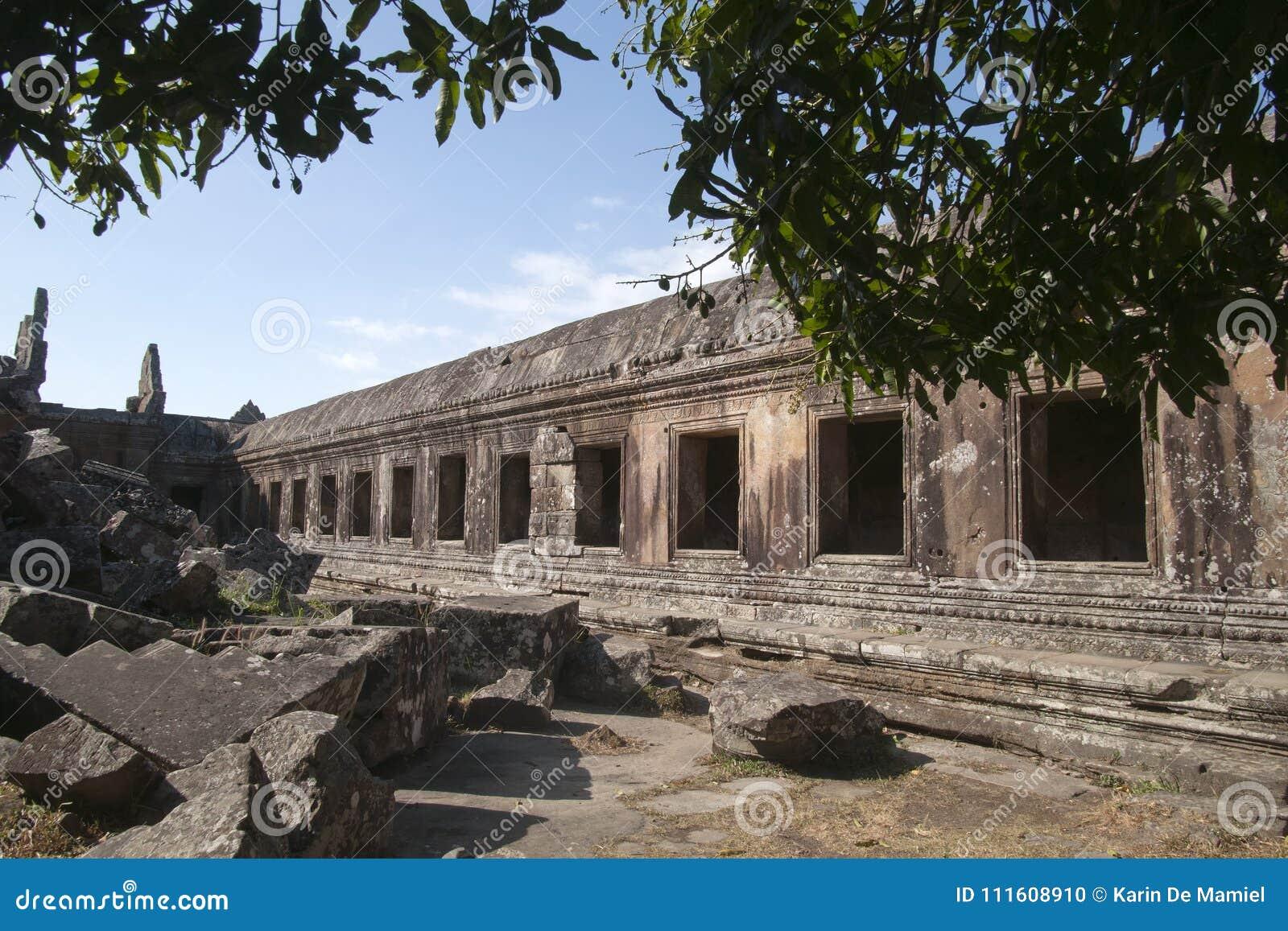 Korridor i de centrala fristadgallerierna på den 11th århundradePreah Vihear templet
