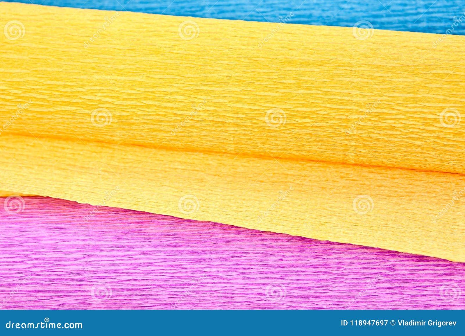 Korrugerat papper av tre färger, närbild