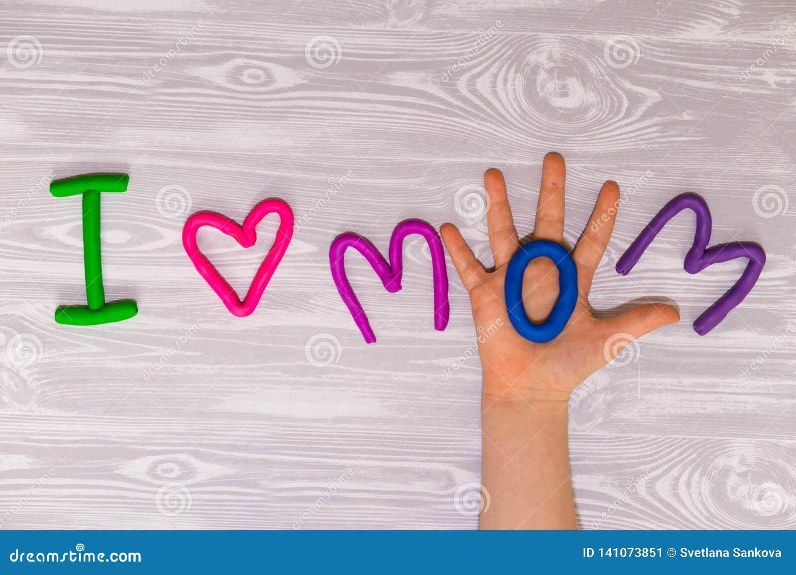 Kort för hälsning för moderdag med plasticinetextmallen Handgjord hantverkgåva för roliga ungar för mamma För affisch gåvakort
