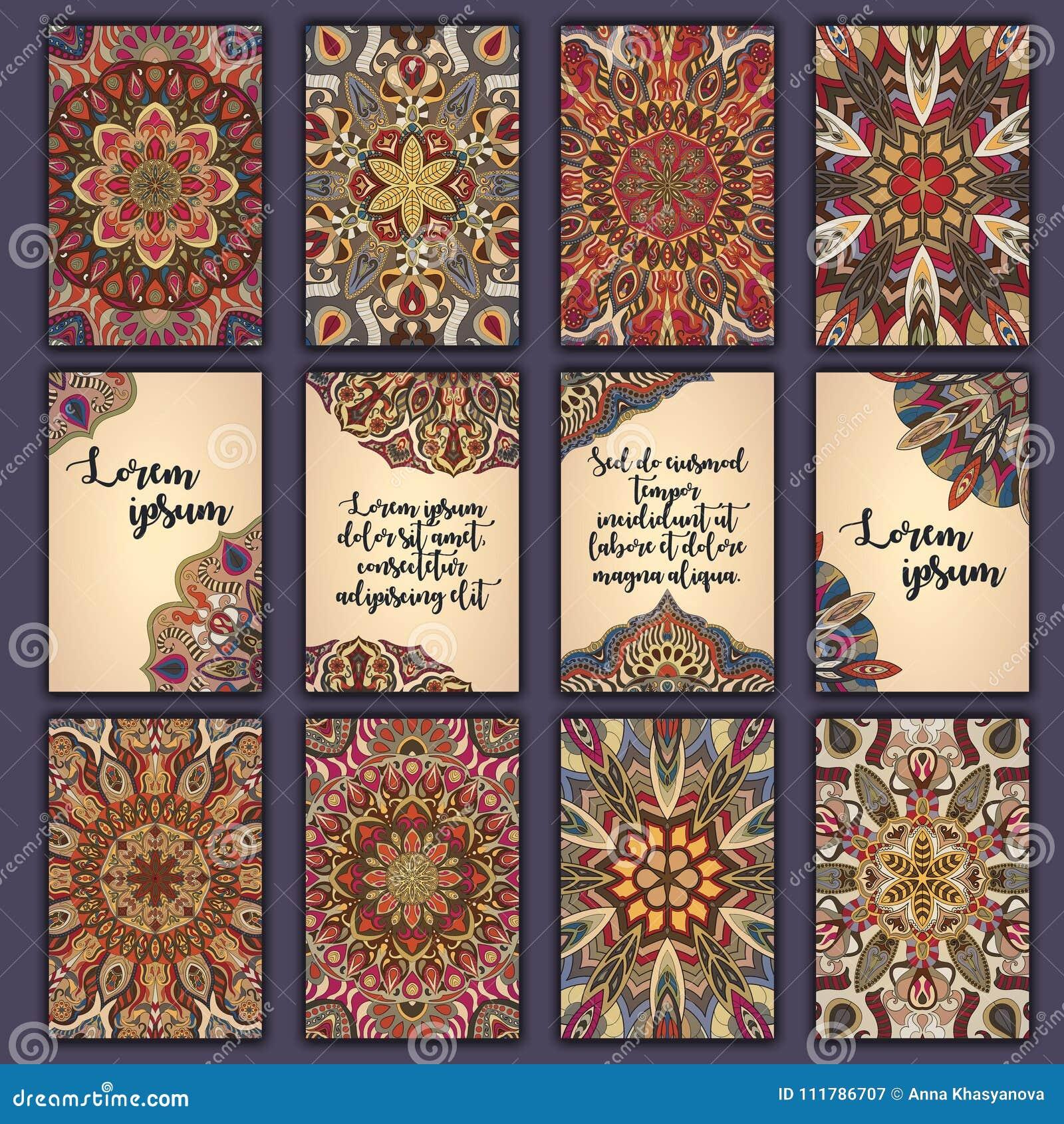 Kortuppsättning med blom- dekorativ mandalabeståndsdelbakgrund Asiatiska indiska orientaliska utsmyckade baner